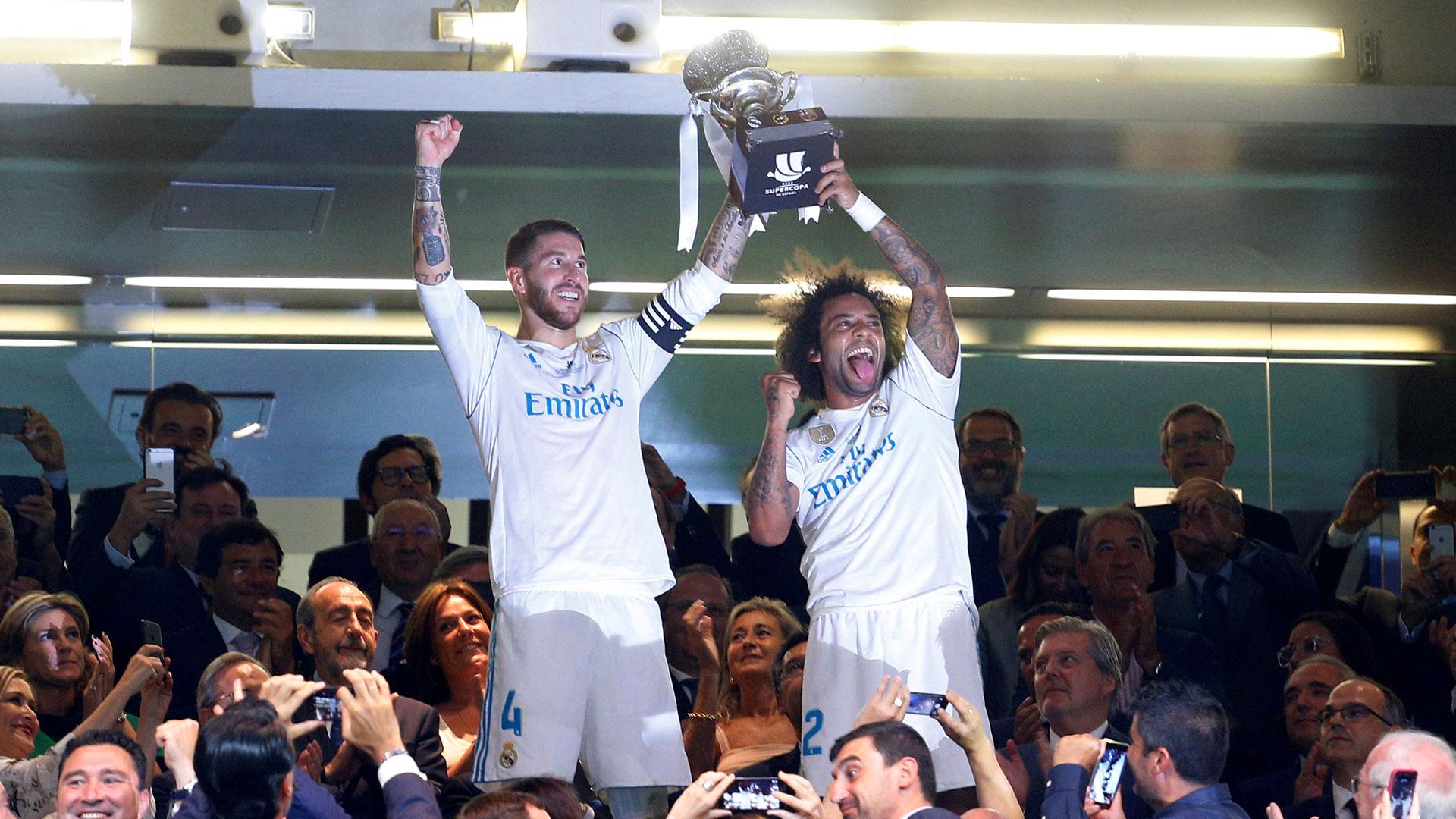 Sergio Ramos y Marcelo levantan la Supercopa de España