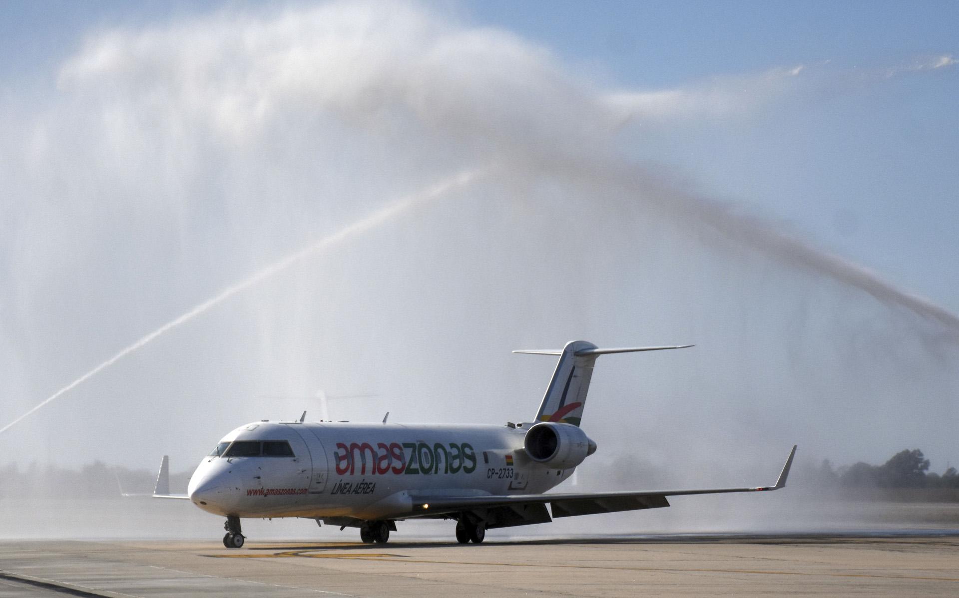 Vuelos inaugurales de las líneas aéreas Amaszonas entre Montevideo y Córdoba, y entre Córdoba y Santa Cruz de la Sierra, en Bolivia
