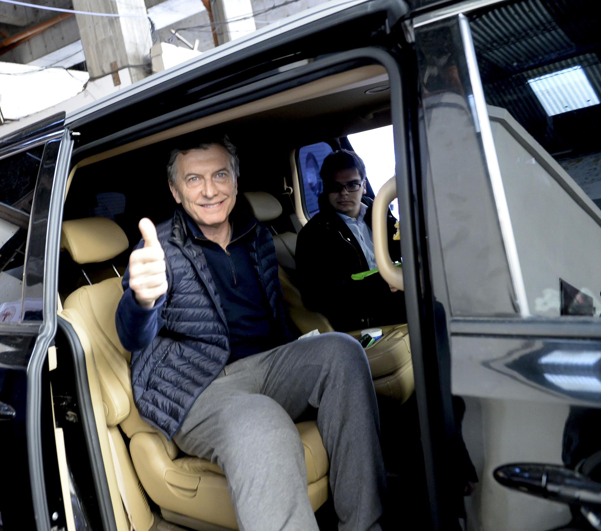 Mauricio Macri fue operado por tercera vez de su rodilla derecha. El Presidente fue intervenido en el Sanatorio Otamendi: lo sometieron a una artroscopía que finalizó a las 9:30