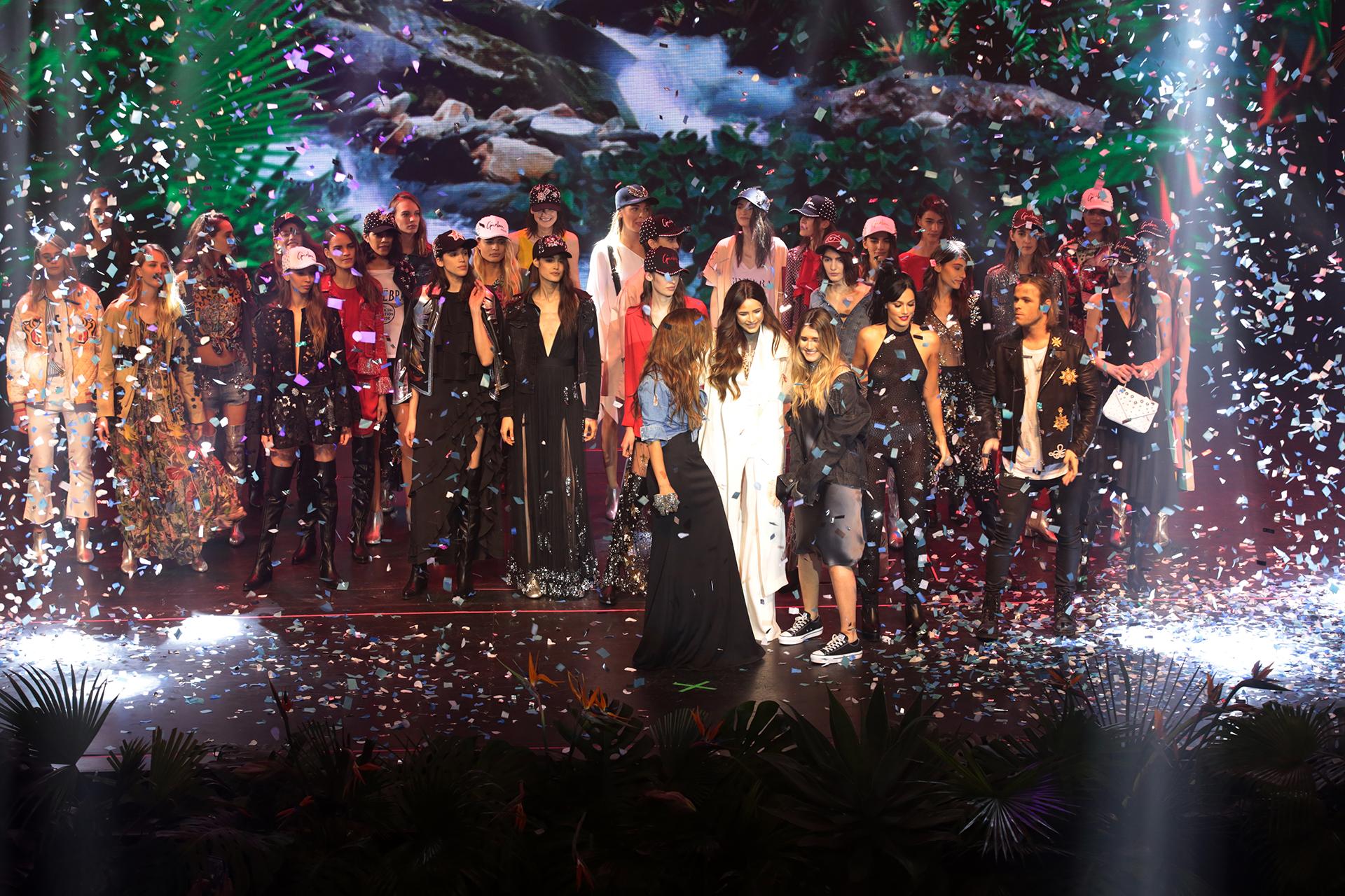 Micaela Tinelli y Romina Pigretti presentaron la nueva colección de Ginebra en un impactante fashion show. Sobre el escenario las acompañaron Candelaria Tinelli, Oriana Sabatini y Benjamín Amadeo