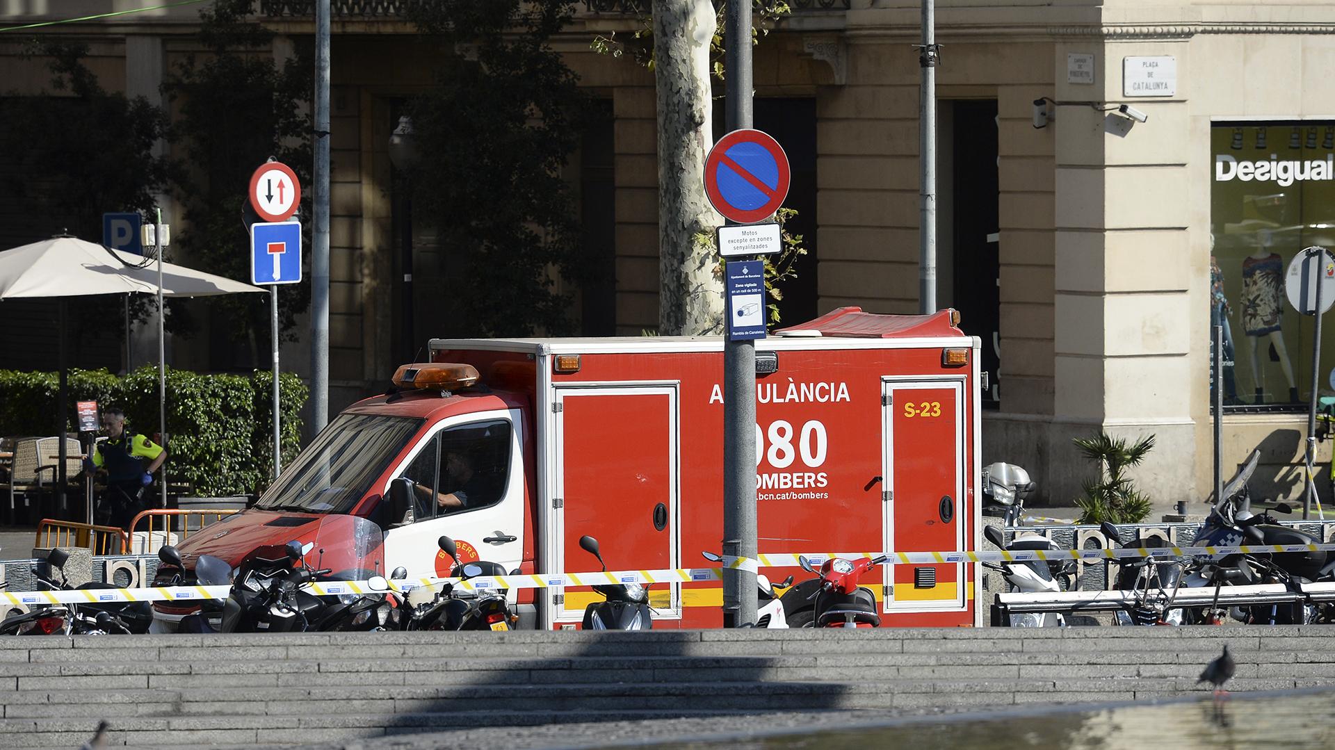 En el lugar trabajan al menos una decena de equipos del Servicio de Emergencias (AFP)