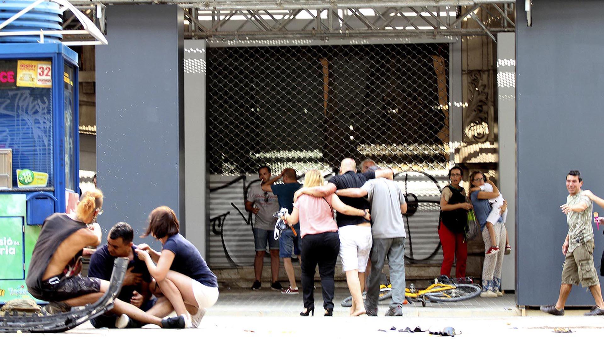 Muchas personas son atendidas por los equipos de salud de la ciudad (EFE)
