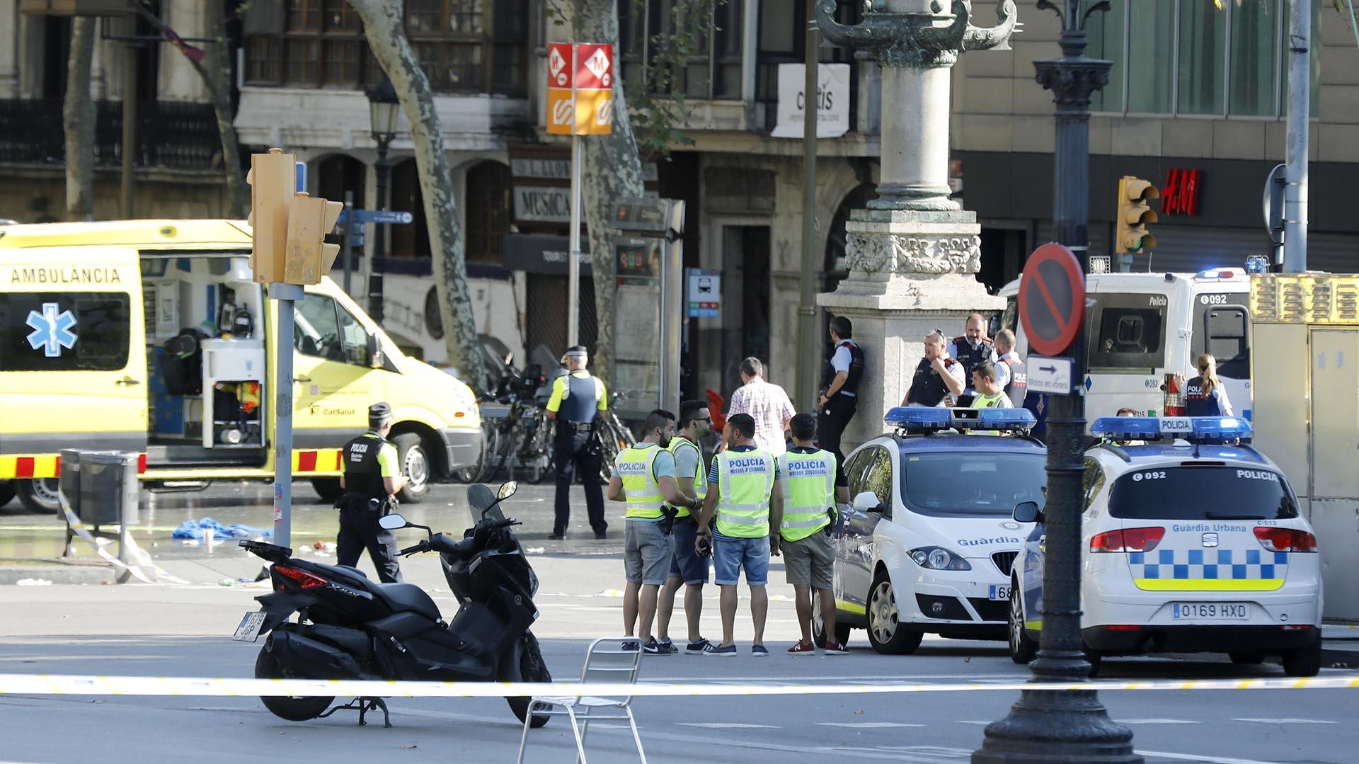 La Policía acordonó toda la zona (EFE)
