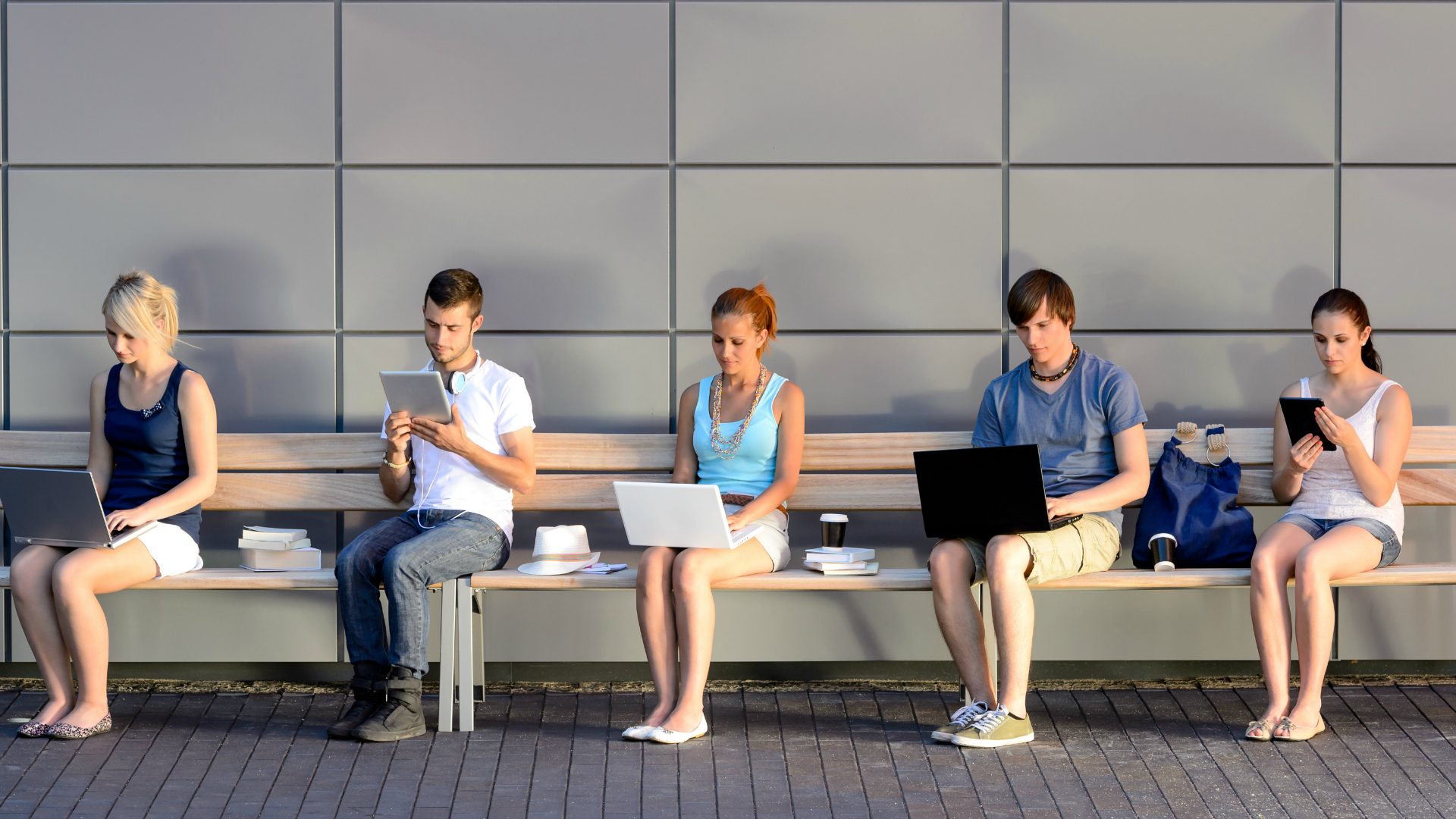 La dependencia digital se nota especialmente en las nuevas camadas de estudiantes universitarios, según Coursesmart. (iStock)