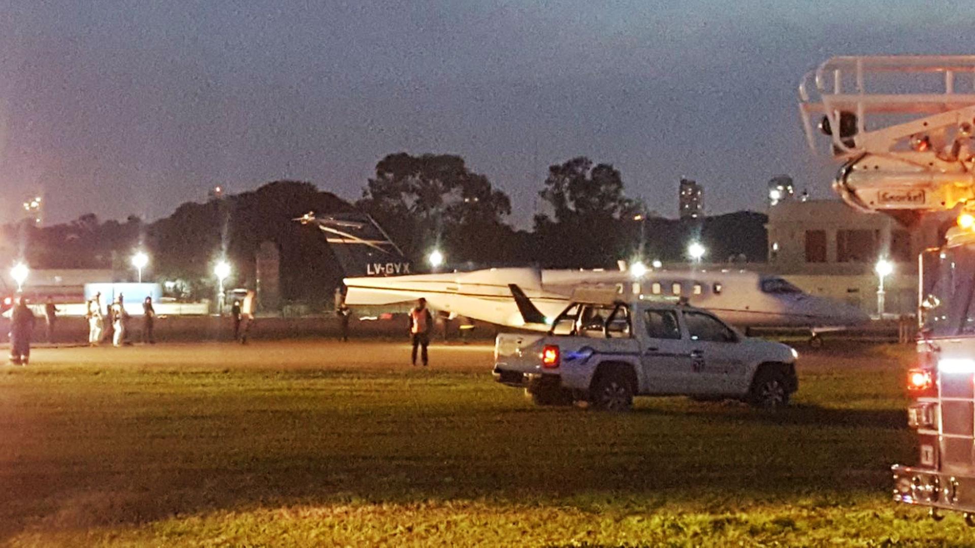 Un Learjet privado despistó hoy en Aeroparque, lo que forzó el cierre del aeropuerto porteño durante unas horas. Todas las operaciones fueron canceladas y los vuelos, desviados al Aeropuerto de Ezeiza