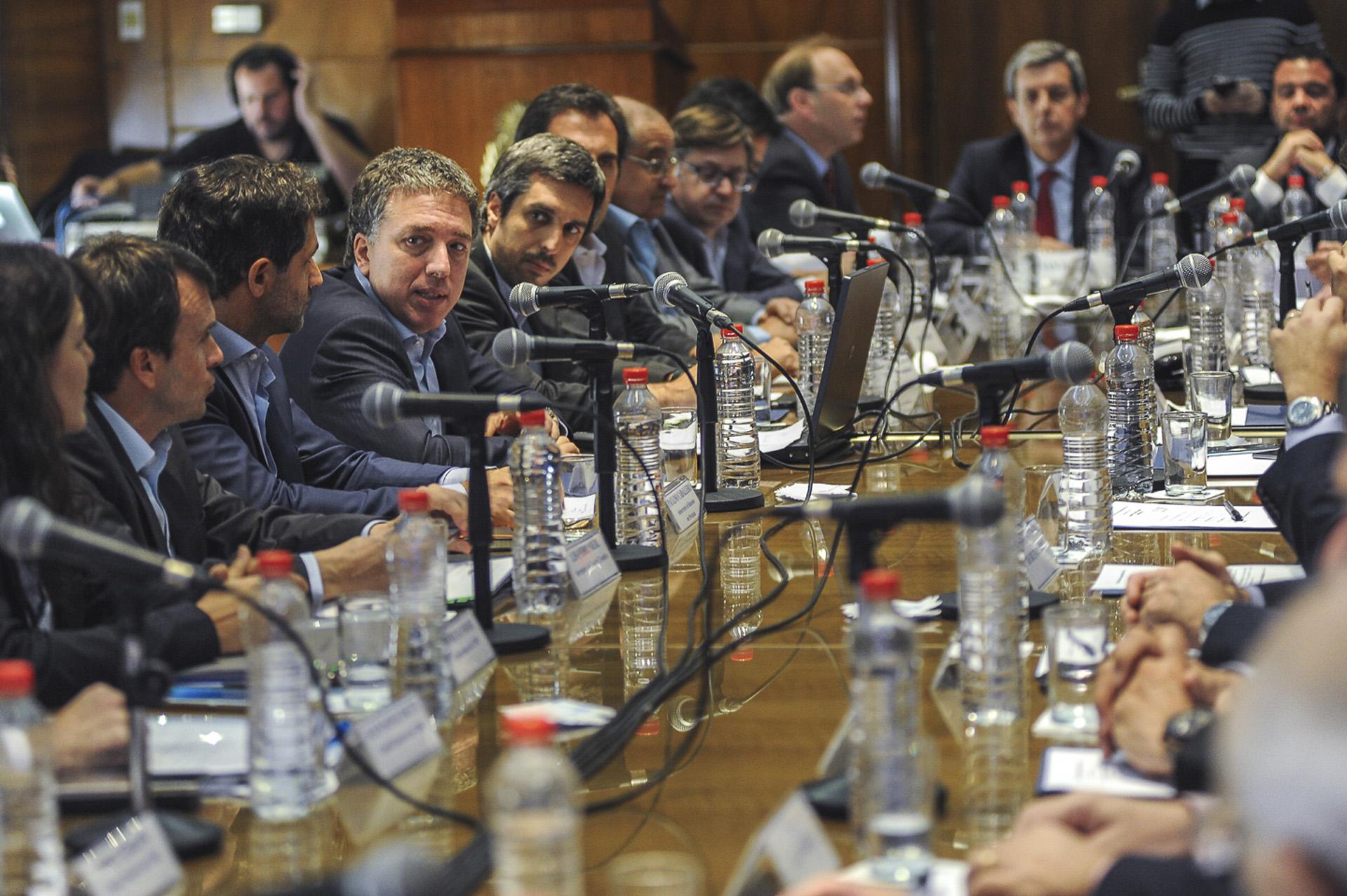 El ministro de Hacienda, Nicolás Dujovne, y sus pares provinciales llegaron hoy a un acuerdo para enviar al Congreso de la Nación un nuevo proyecto de Ley de Responsabilidad Fiscal