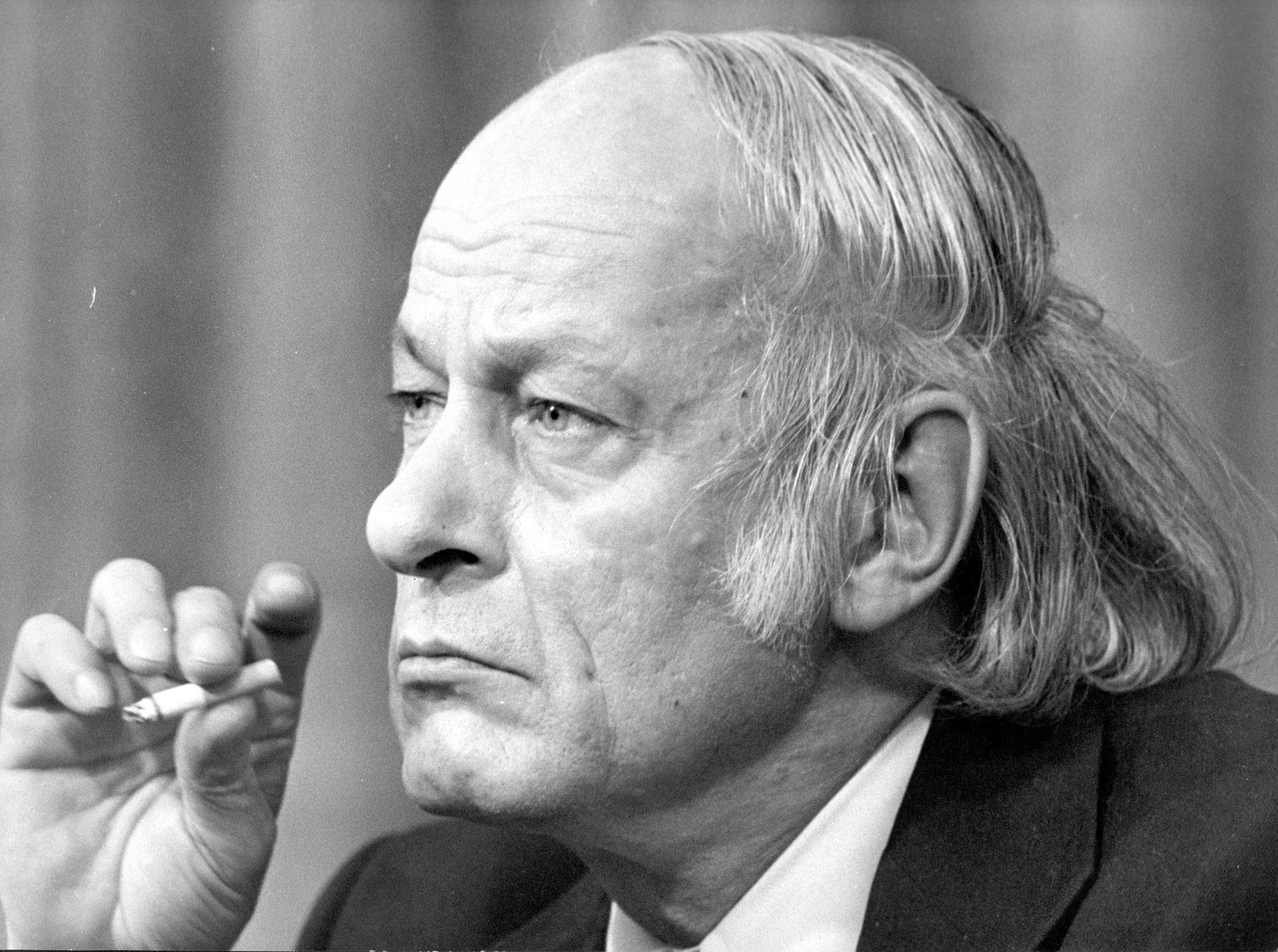 René Levesque fue primer ministrodesde 1976 a 1985 escondía su calvicie con un peinado particular(Photo by Keystone/Getty Images)