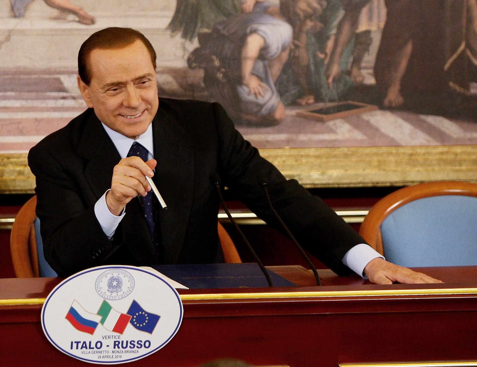 Silvio Berlusconi, ex primer ministro italino, y sus sugestivo implante capilar (Vittorio Zunino Celotto/Getty Images)