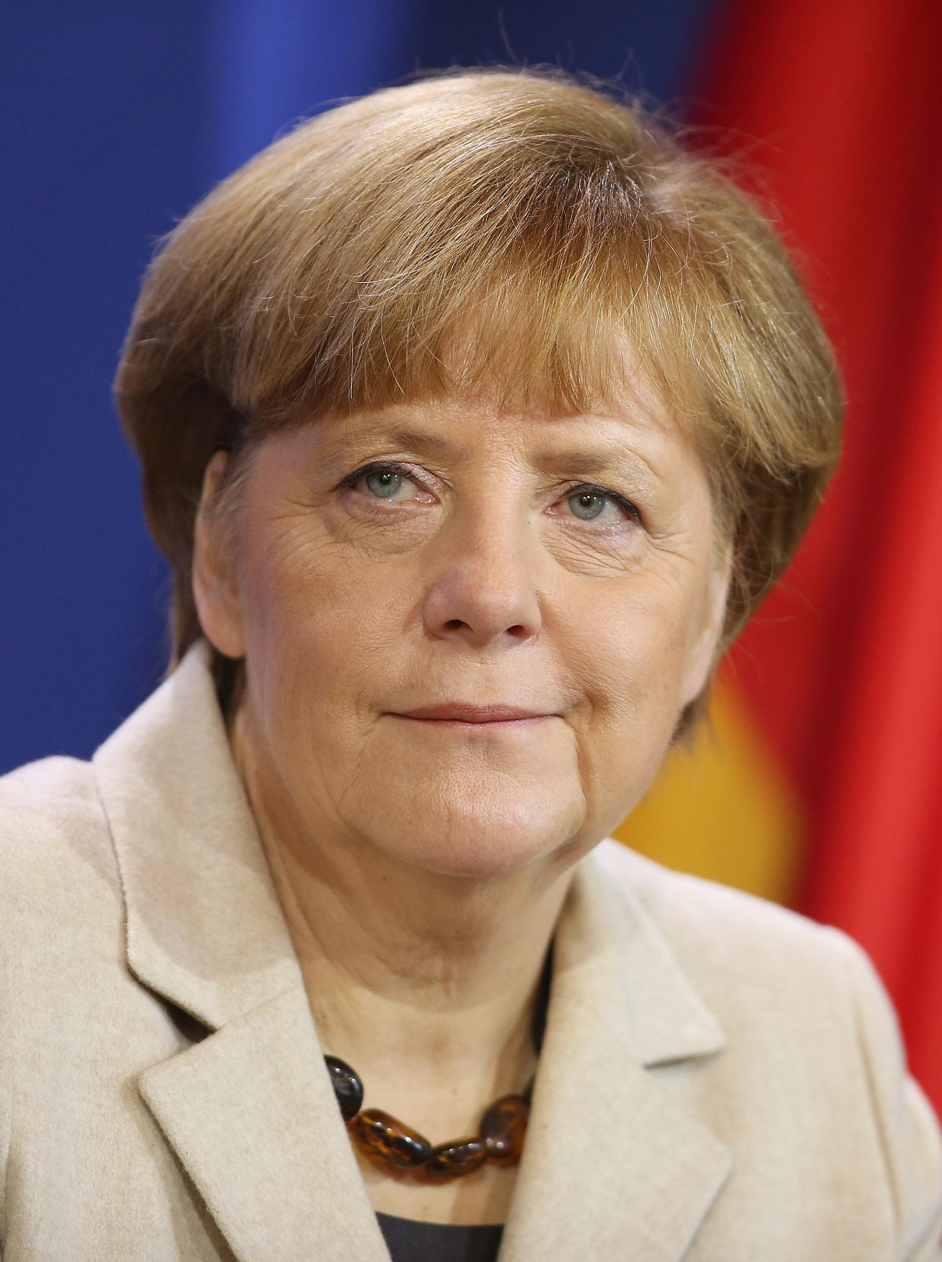 La canciller alemanaAngela Merkel no modifica su estilo. Luce desde hace año el cabello corto, según los especialistas, 'el corte de las mujeres del poder' (Sean Gallup/Getty Images)