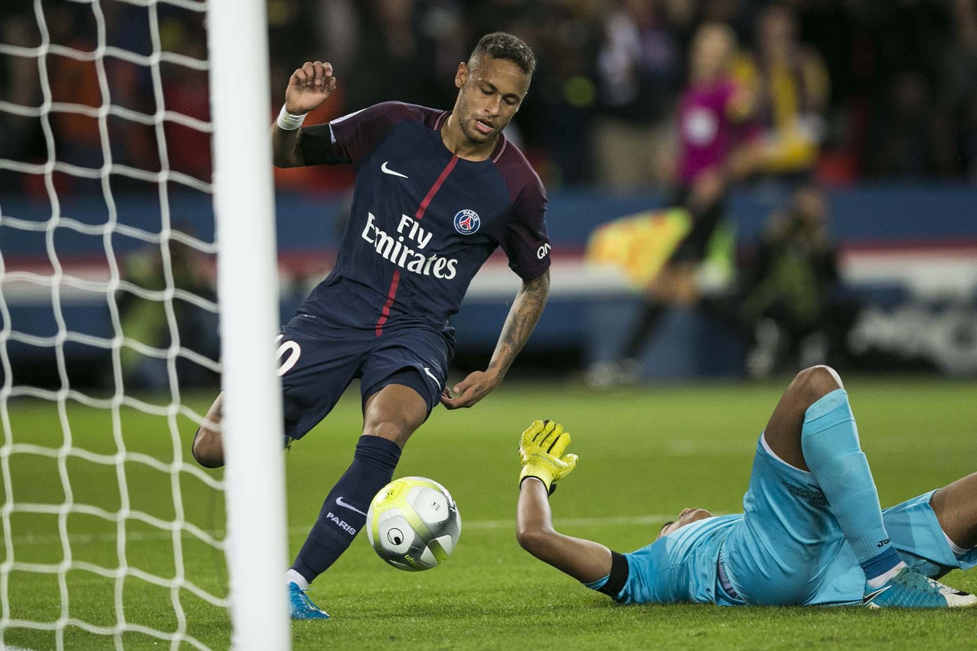 Neymar marcó dos goles de los seis que convirtió su equipo