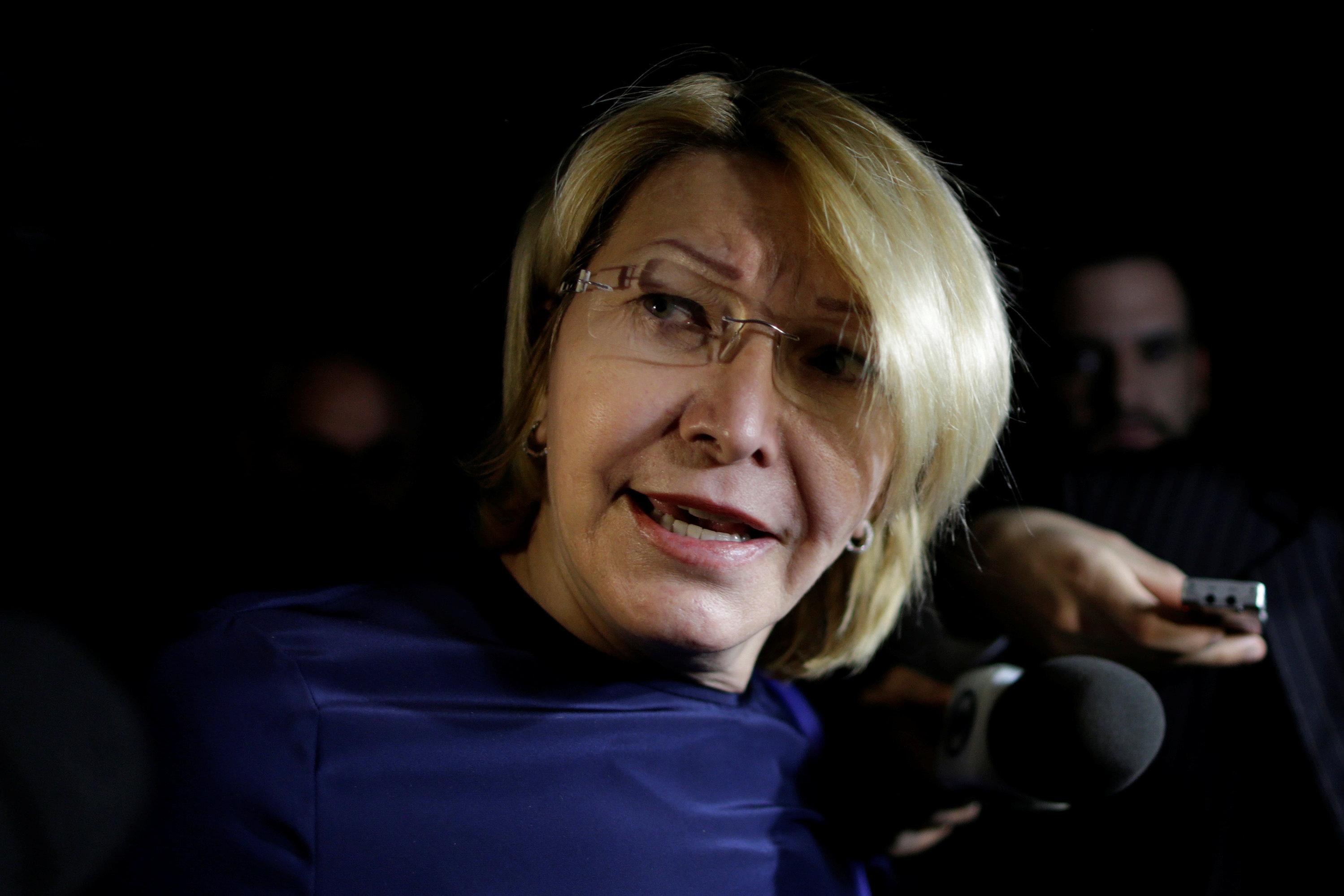 17/ 8 La fiscal general de Venezuela Luisa Ortega Díaz deja el país por las amenazas del régimen de Nicolás Maduro contra su familia