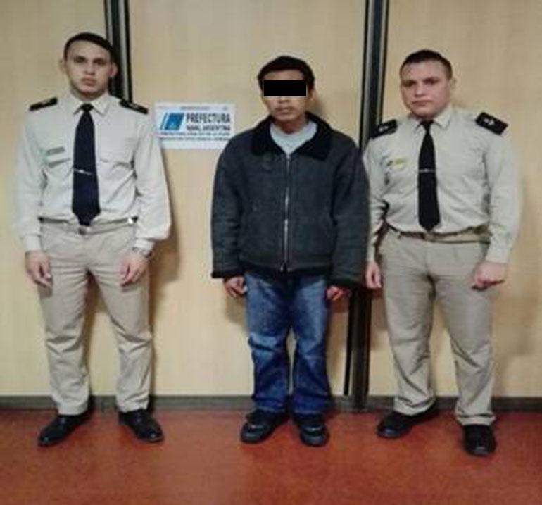 El filipino, tras ser detenido por Prefectura.