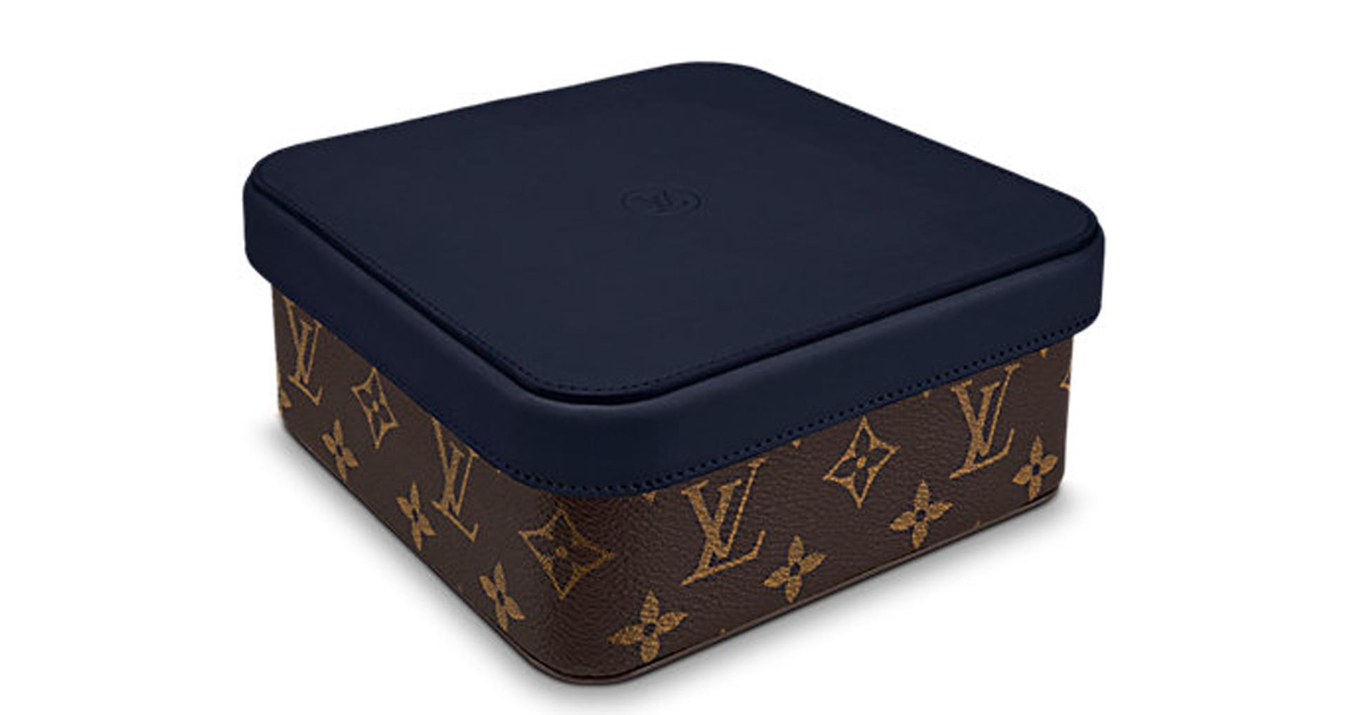 Joyero de Louis Vuitton de cuero. Combinación del monogram y cuero aterciopelado azul. Un ícono para guardar las joyas de valor en un cofre de diseño
