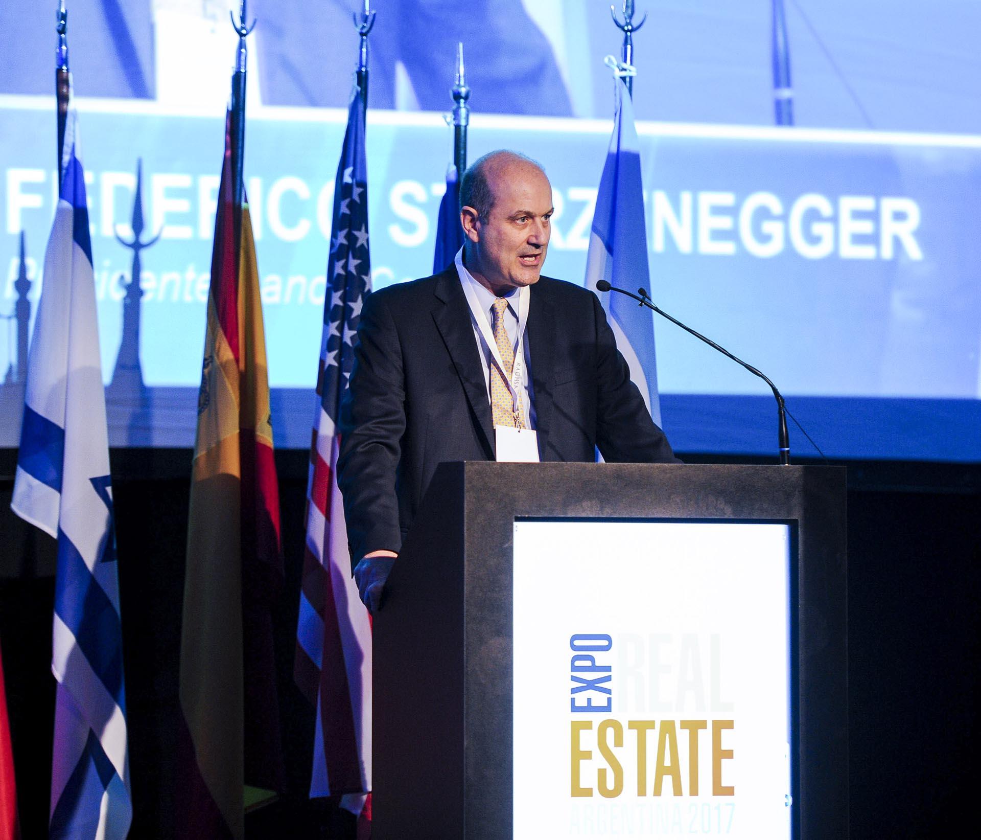 El presidente del BCRA, Federico Sturzenegger, recibió el premio APPI de la Asociación de Profesores de Programas Inmobiliarios por su trabajo en los créditos hipotecarios en UVAs, en el marco de la Expo Real Estate Argentina 2017 y 9° Congreso de Desarrollos e Inversiones Inmobiliarias