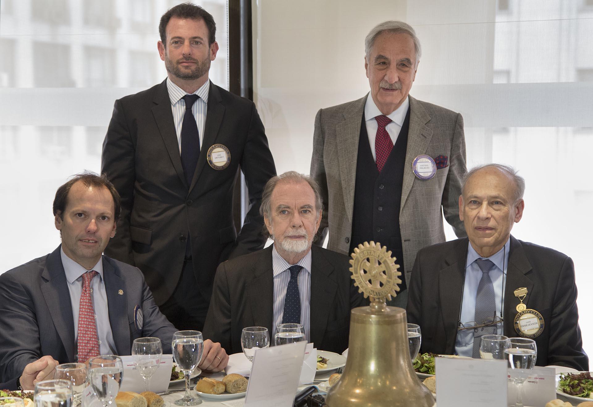 El presidente del Banco Nacion, Javier Gonzalez Fraga durante el ciclo de conferencias organizadas por el Rotary Club de Buenos Aires