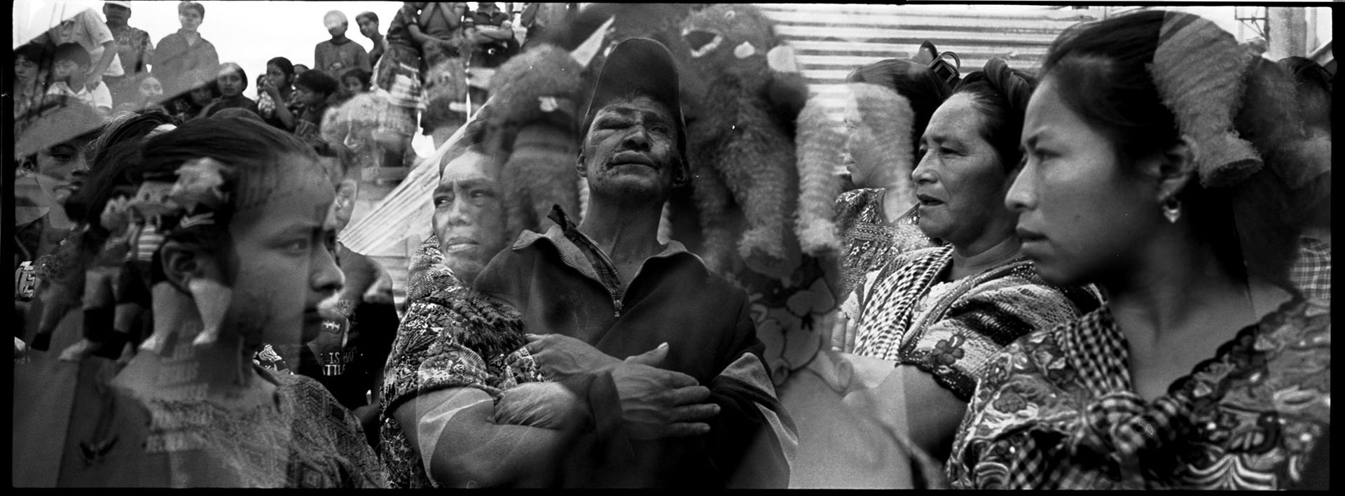"""Foto de Rodrigo Abd en la muestra de """"Palimpsestos"""" (Centro Conti)"""
