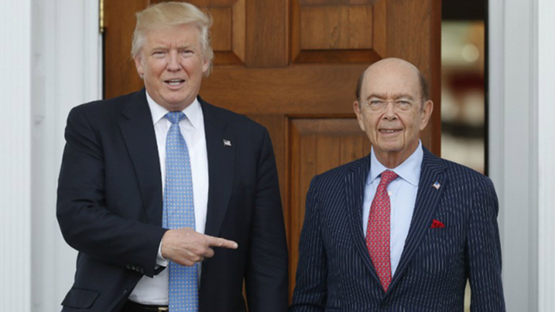 Donald Trump junto con Wilbur Ross
