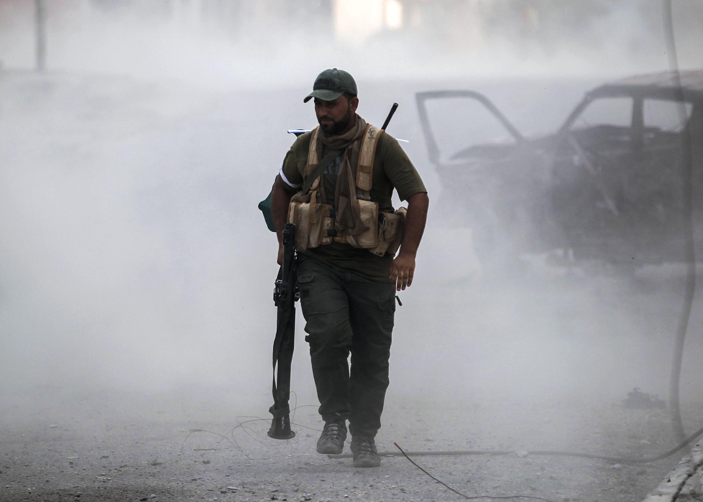 Un miliciano chiita en medio de los combates(AFP)