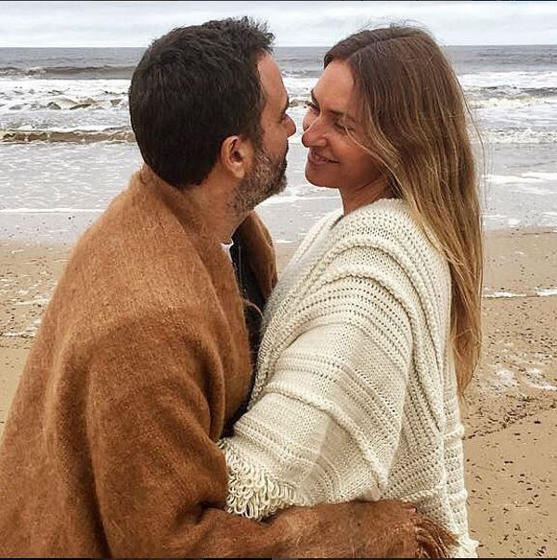 Andrea Bursten publicó una romántica foto -con dedicatoria incluida- para su novio, el empresario textil Damián Schuchner