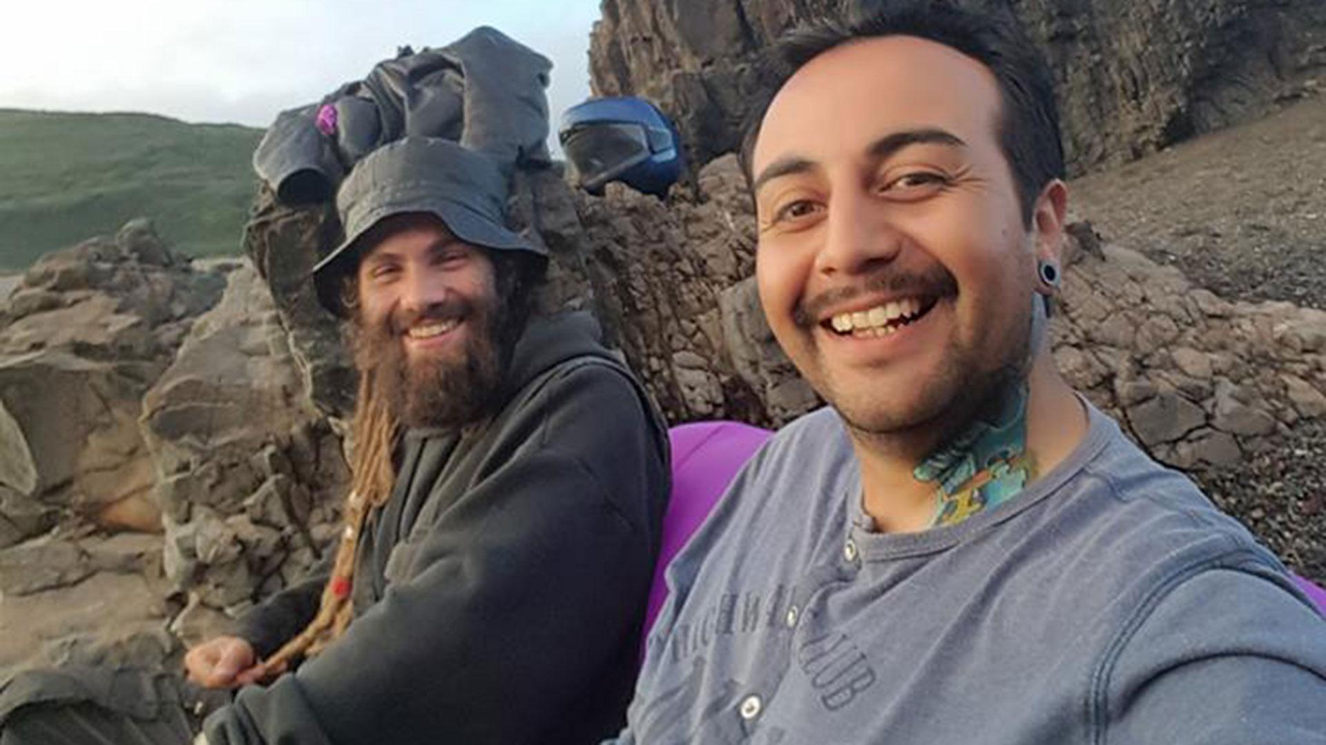 Santiago Maldondado junto a un amigo