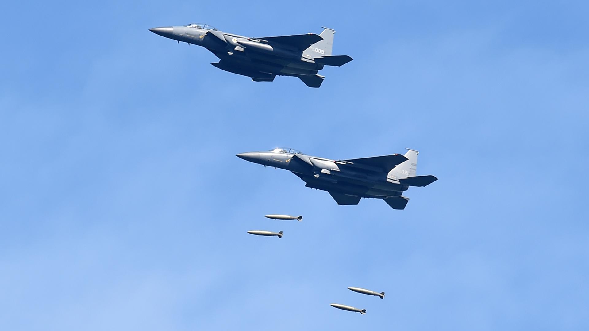 Según las autoridades de Seúl, el ejercicio se realizó como respuesta al lanzamiento de un misil balístico por parte de Corea del Norte (AFP)