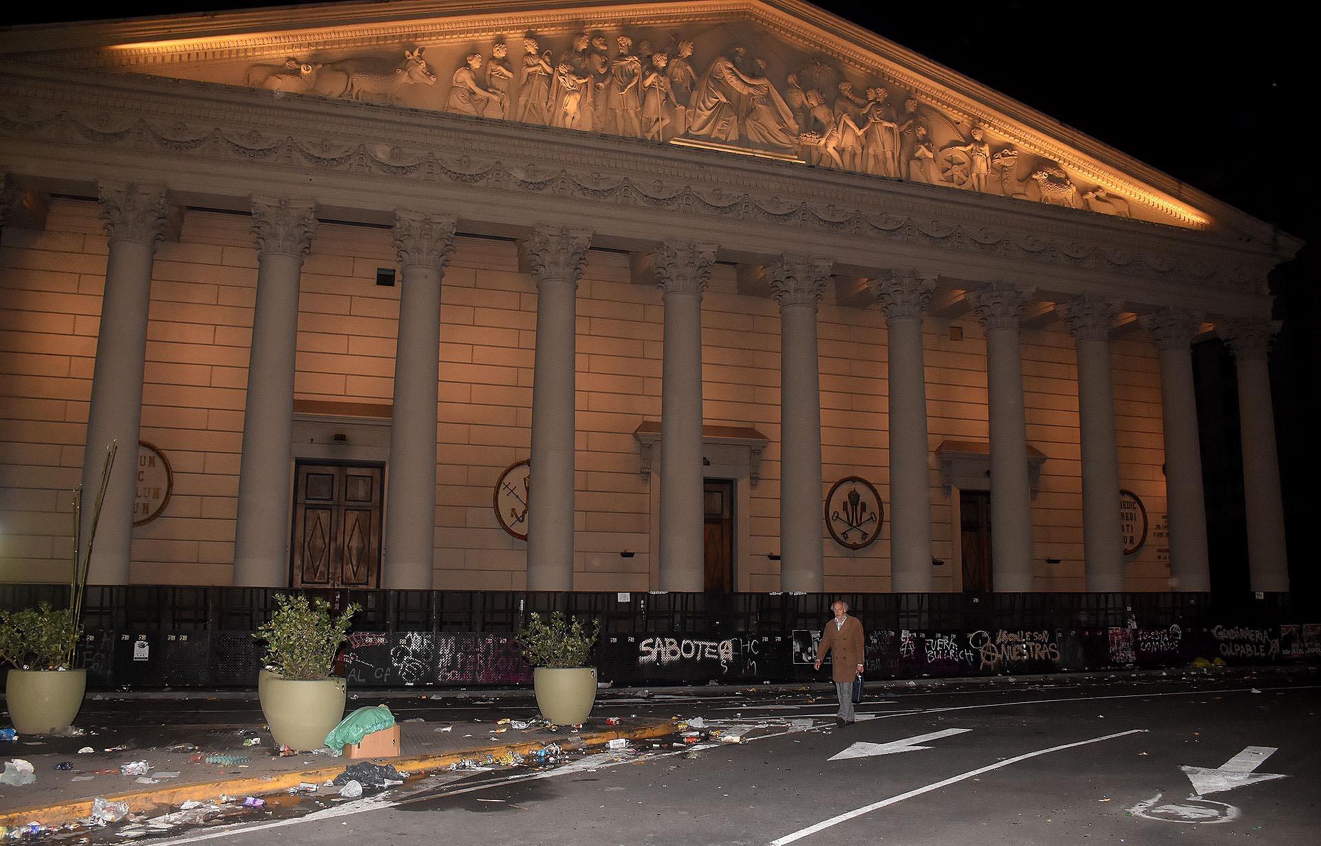 Pintadas en las vallas que protegieron la Catedral