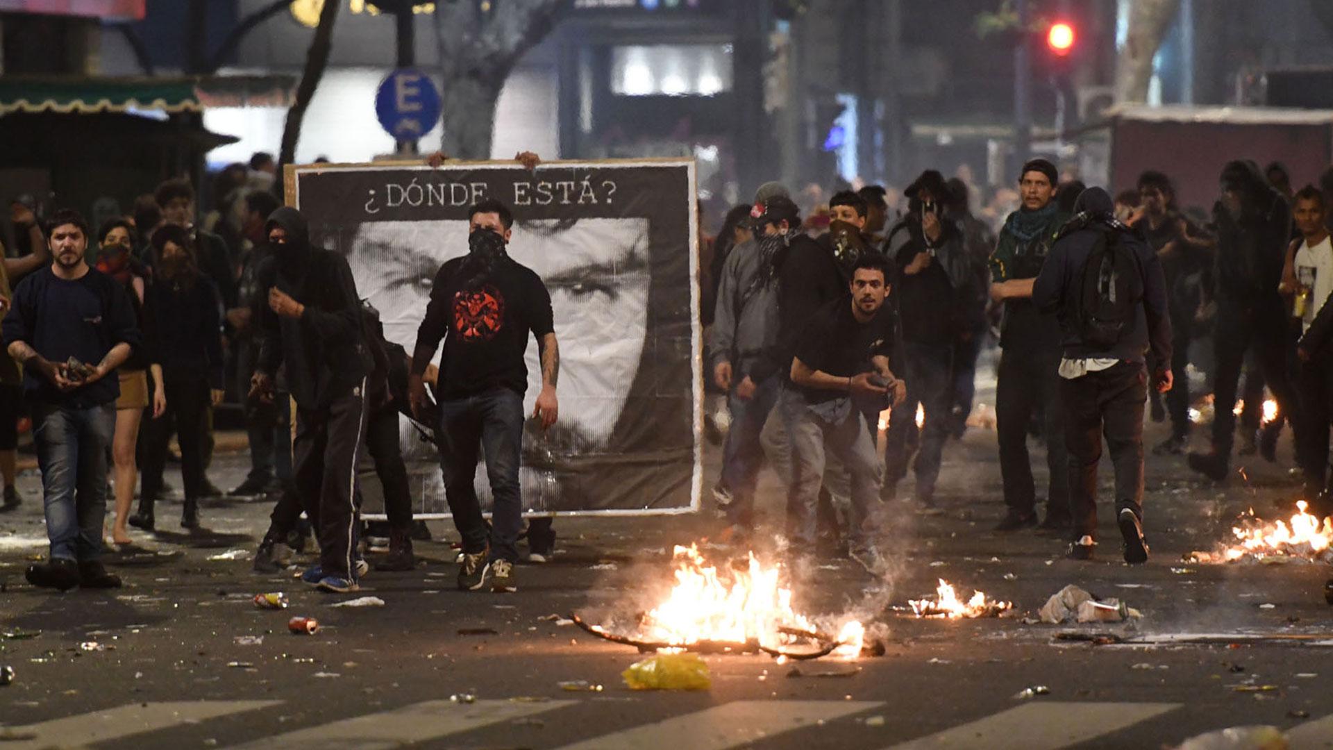 La marcha por Santiago Maldonado terminó con incidentes