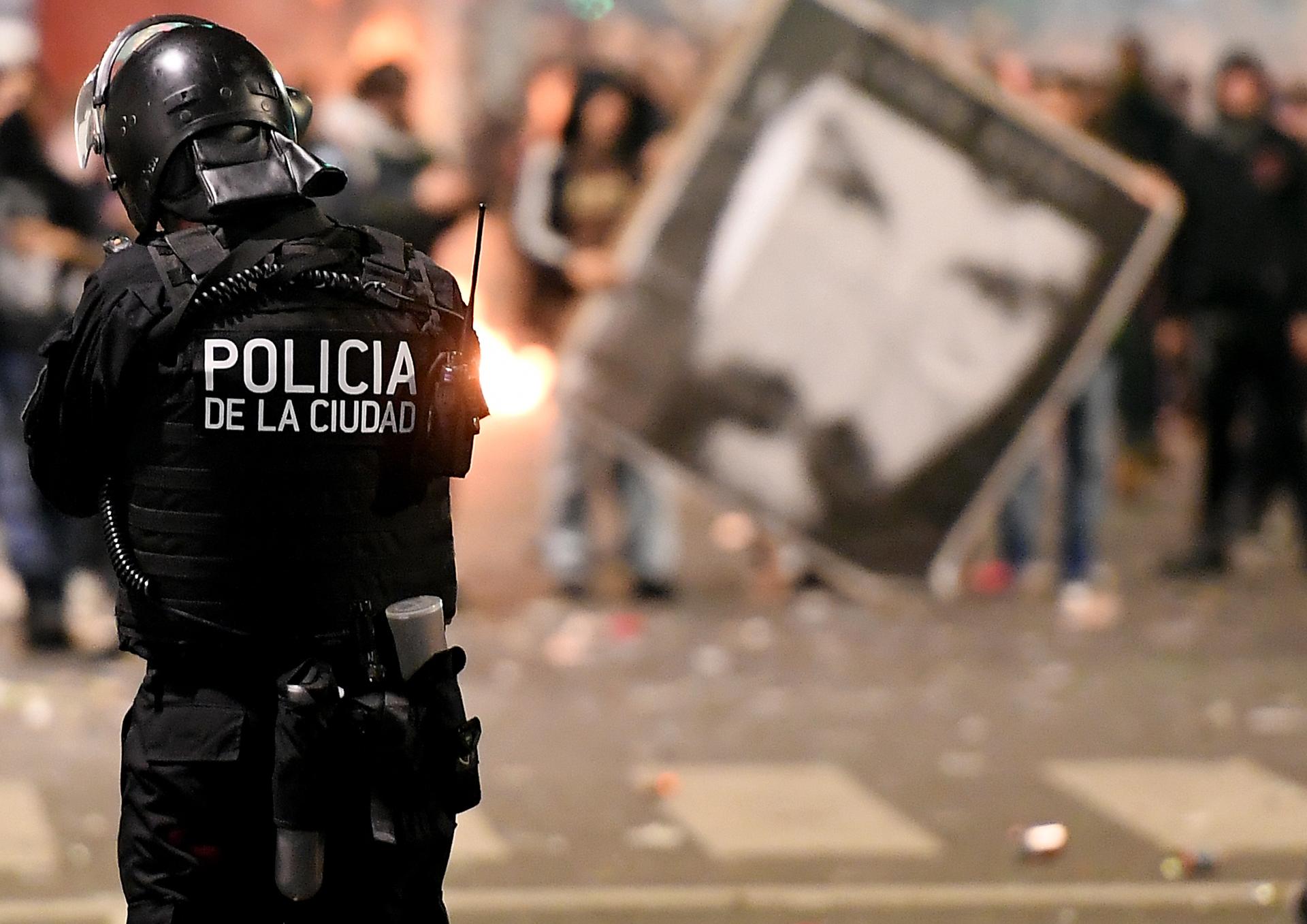 Resultado de imagen para destrozos plaza de mayo santiago maldonado