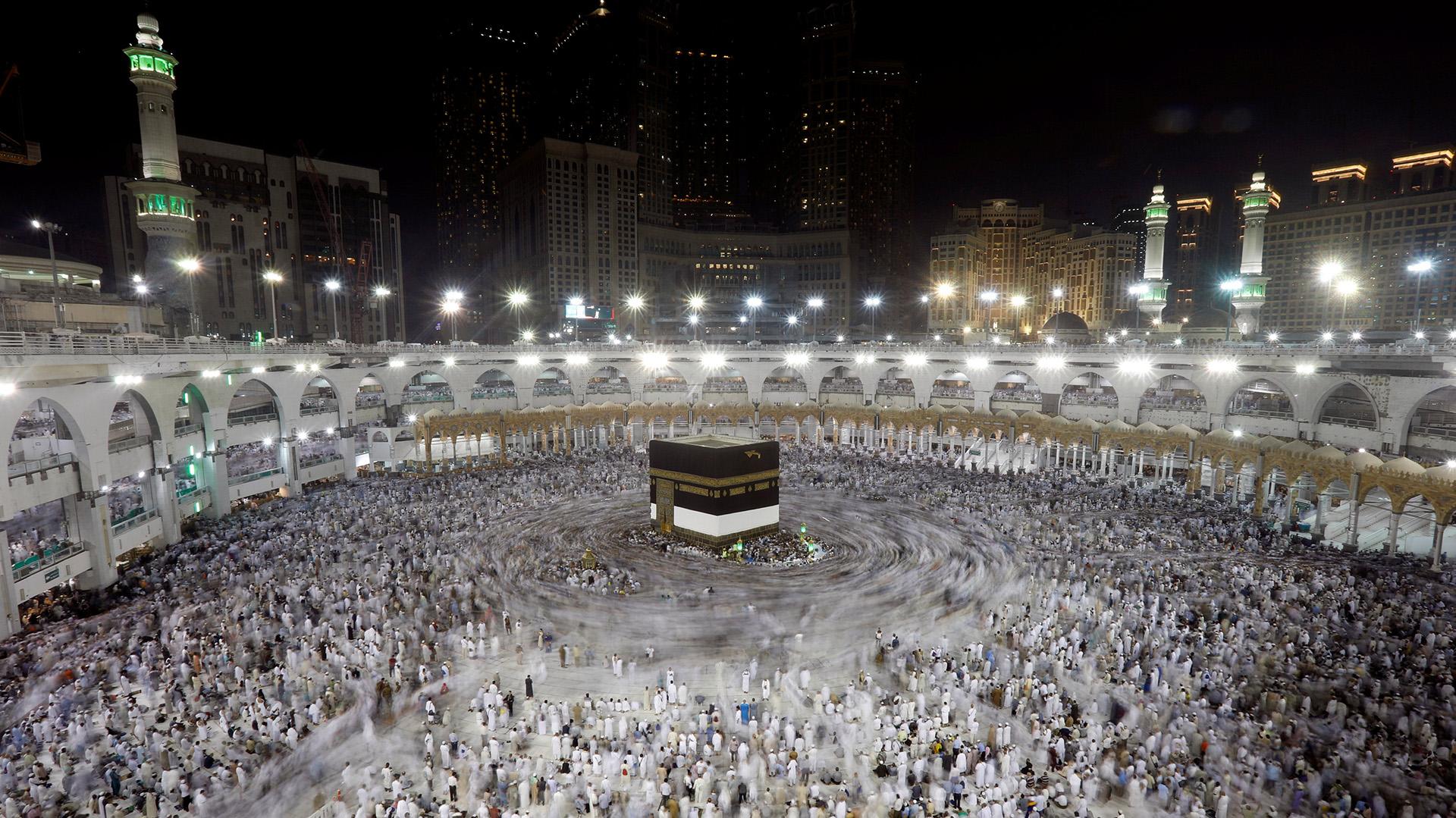 Musulmanes rezando en la Gran Mezquita durante la peregrinación anual a La Meca, en Arabia Saudita (REUTERS/Suhaib Salem)