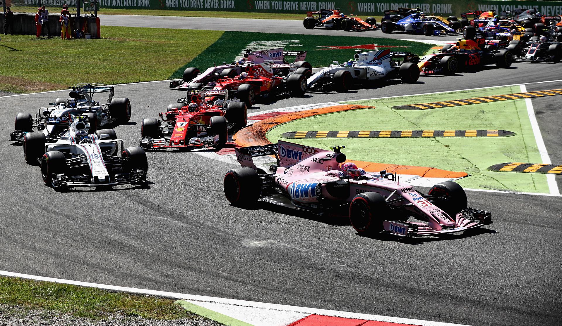 El australiano Daniel Ricciardo (Red Bull) protagonizó la remontada del día al acabar cuarto -tras haber arrancado decimosexto-, por delante del otro Ferrari, el del finlandés Kimi Raikkonen