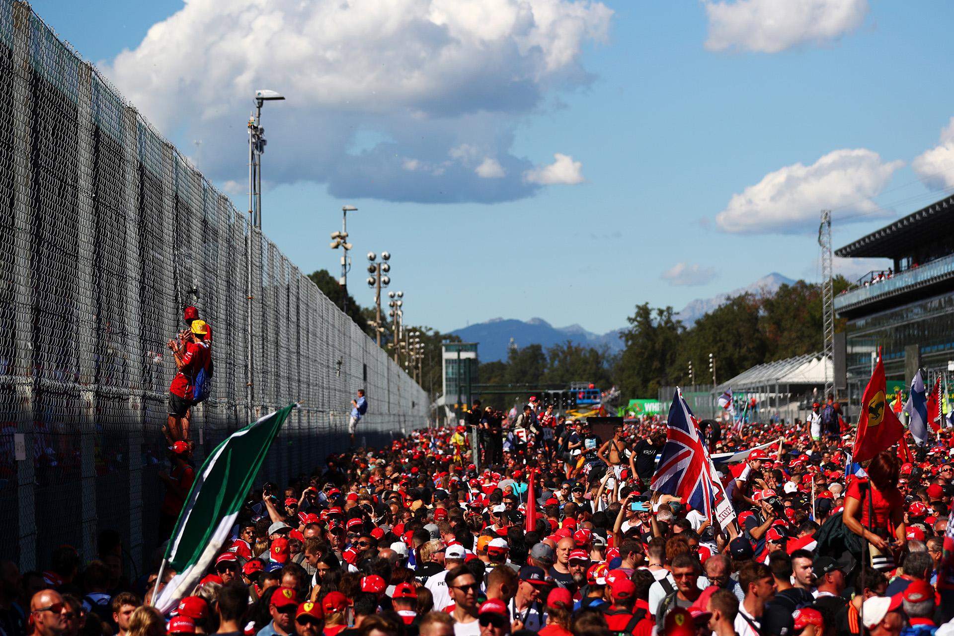 Miles de fans en Monza
