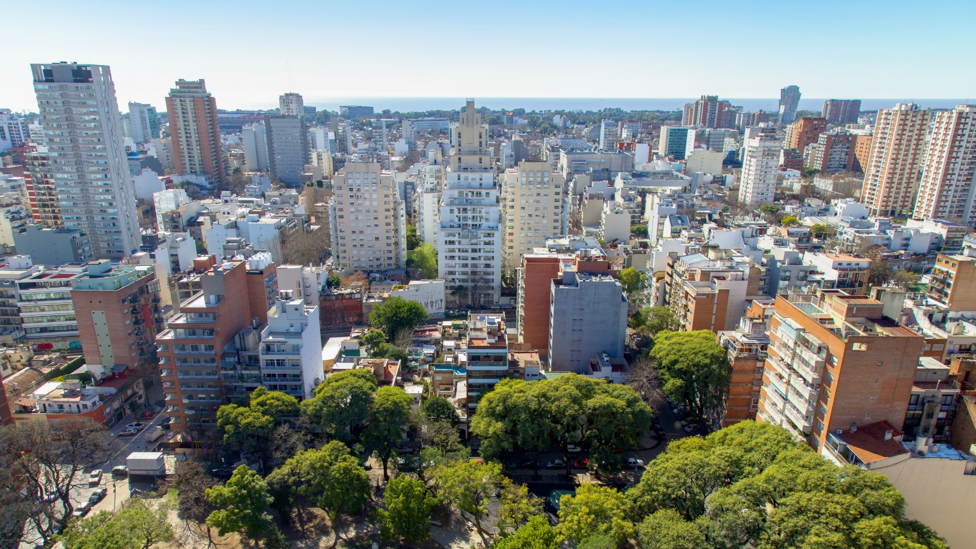 Así es la vista desde lo alto de Mirabilia Belgrano, que llega hasta el Río de la Plata.