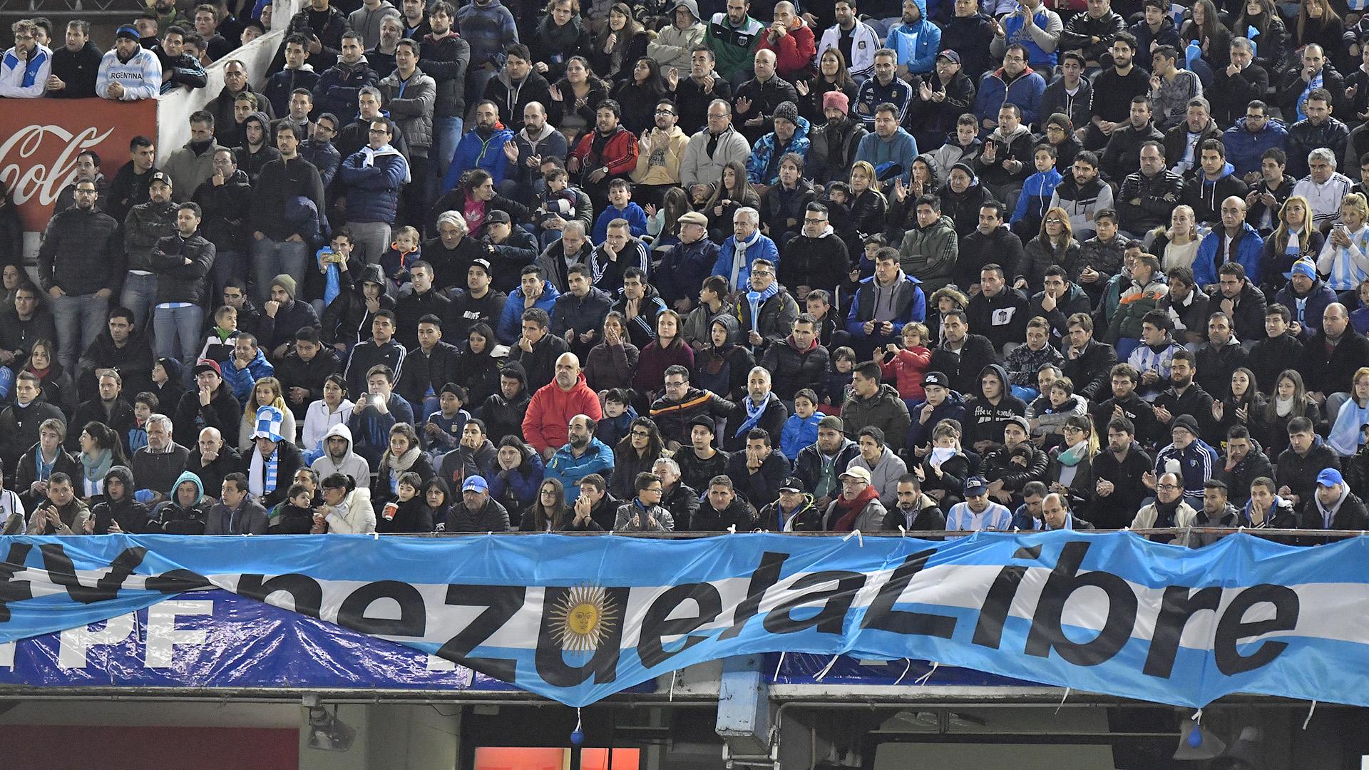 El público argentino reclamó por una Venezuela libre