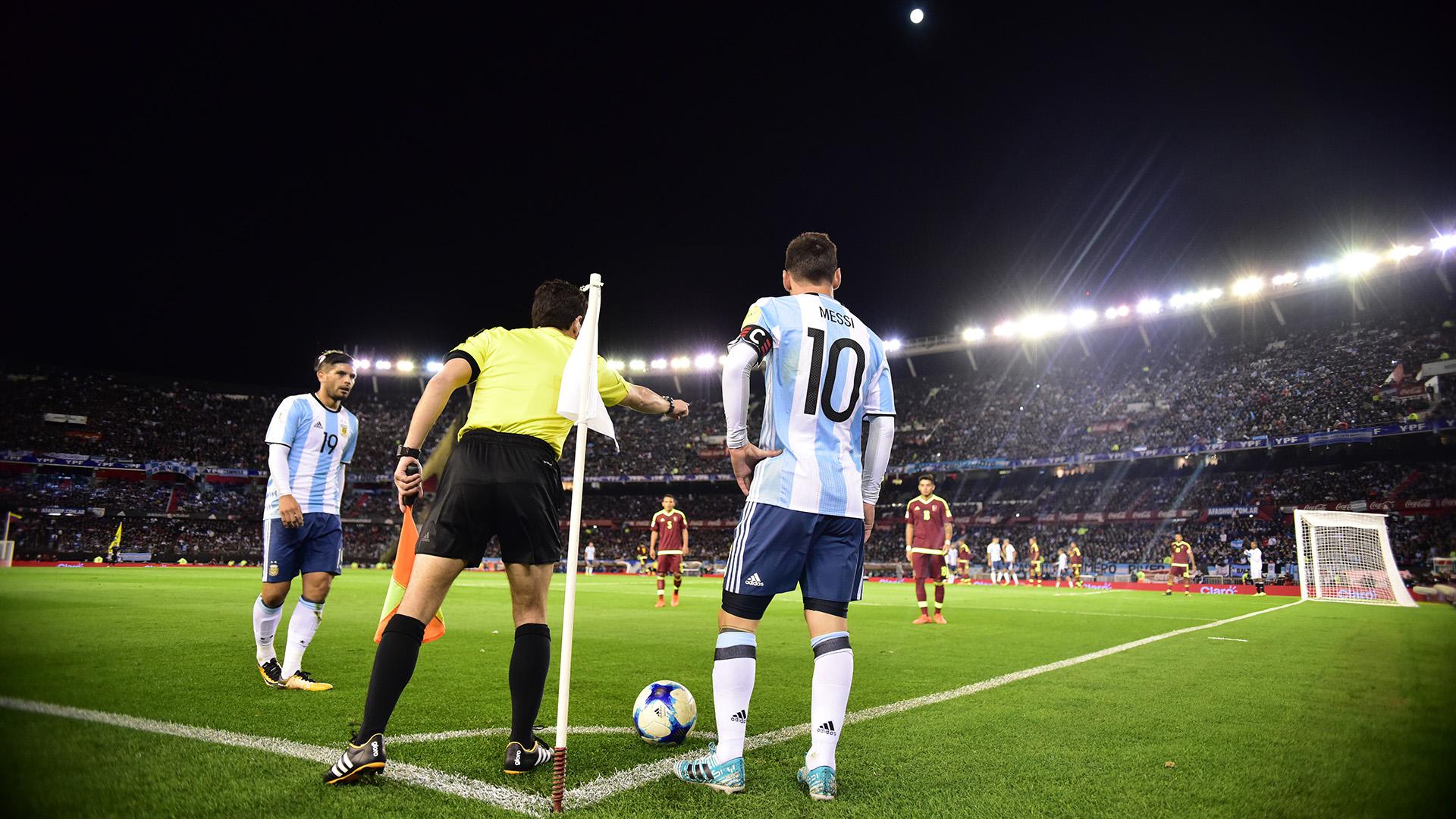 Éver Banega y Lionel Messi, la sociedad que esta vez no se vio ante Venezuela