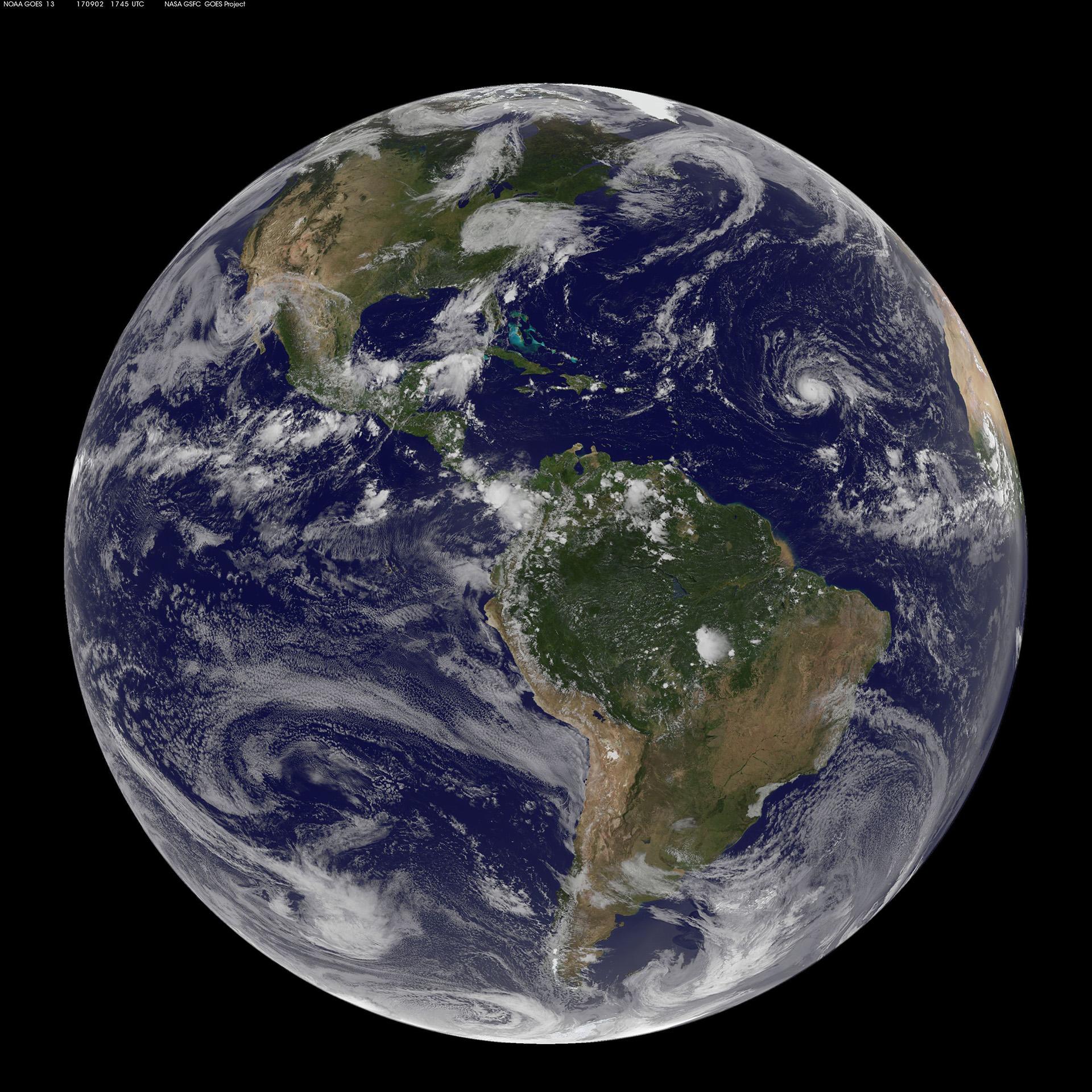 La imagen satelital de la NASA muestra al huracán irma en medio del Océano Atlántico