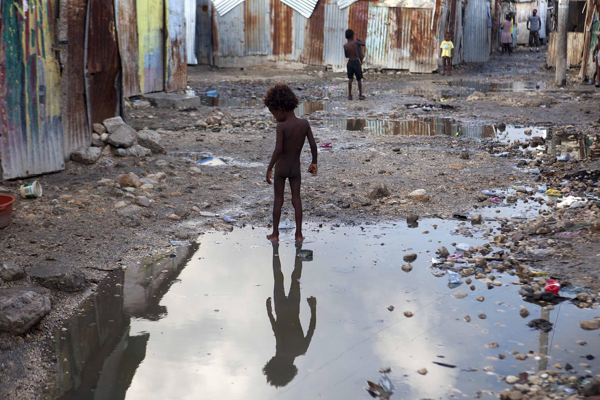 Un niño en un asentamiento dePort-au-Prince, Haiti. (AP Photo/Dieu Nalio Chery)