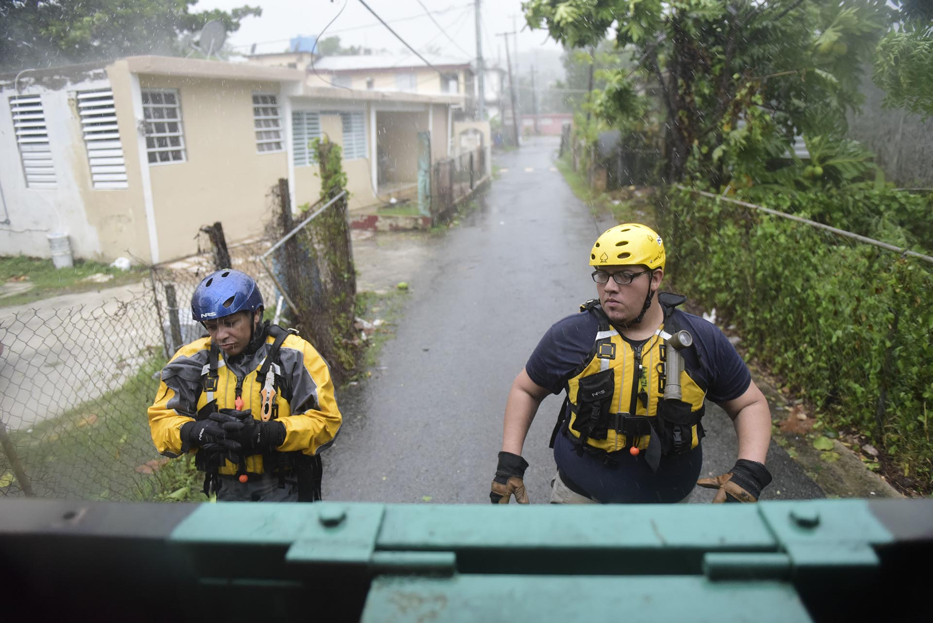 Rescatistas en Fajardo, Puerto Rico (AP Photo/Carlos Giusti)
