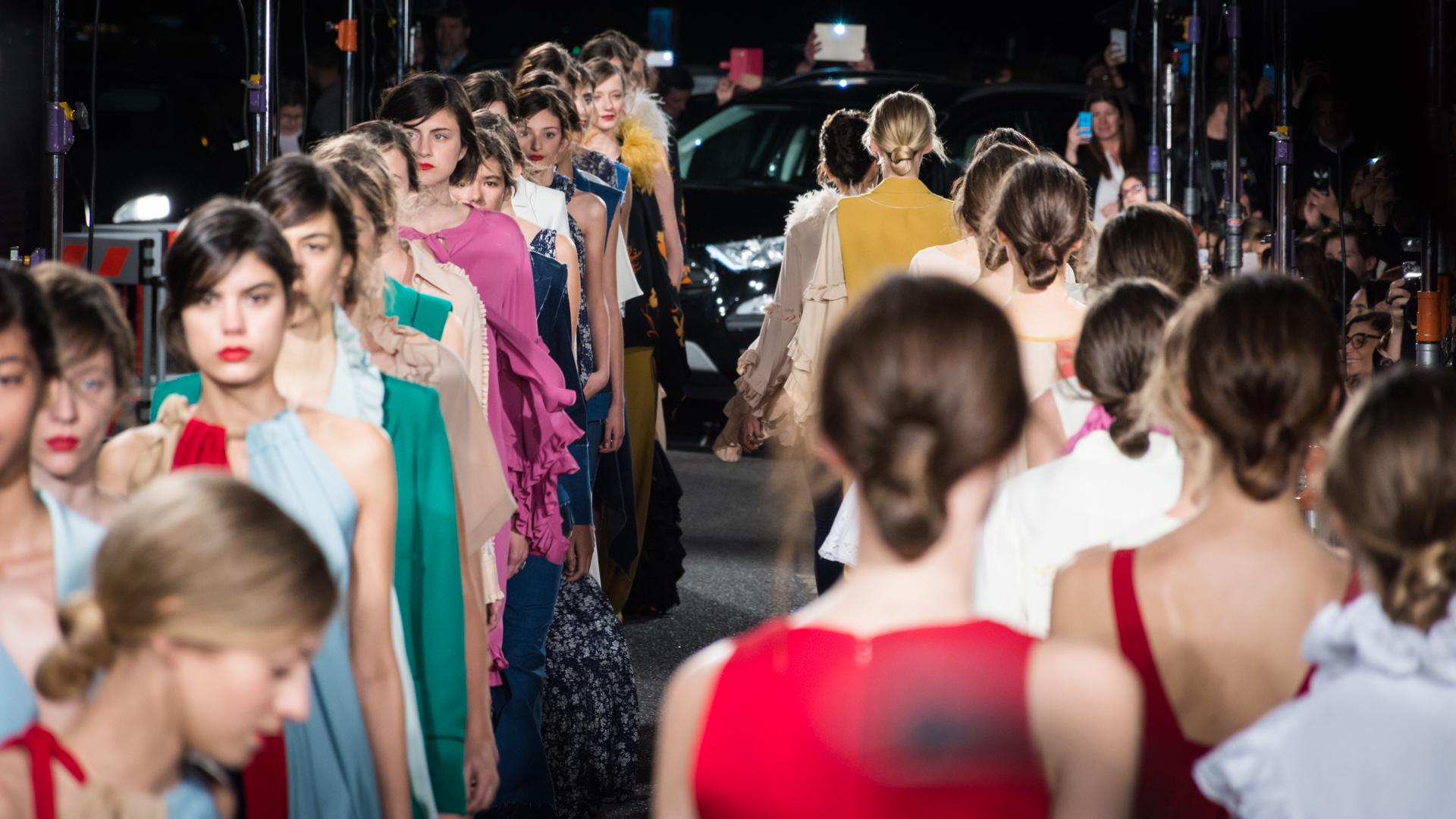 """Las modelos durante la presentación de """"Abundancia"""", la propuesta primavera- verano de Evangelina Bomparola"""