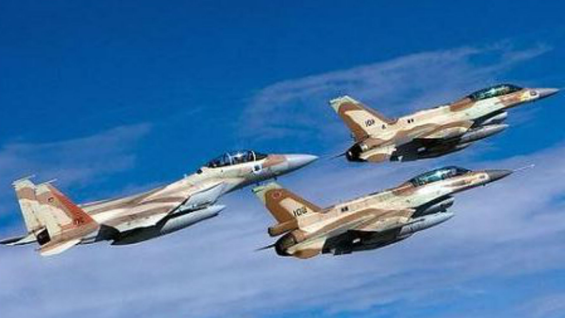 Un F-15E y dos F-16I de la Fuerza Aérea de Israel en vuelo (archivo)