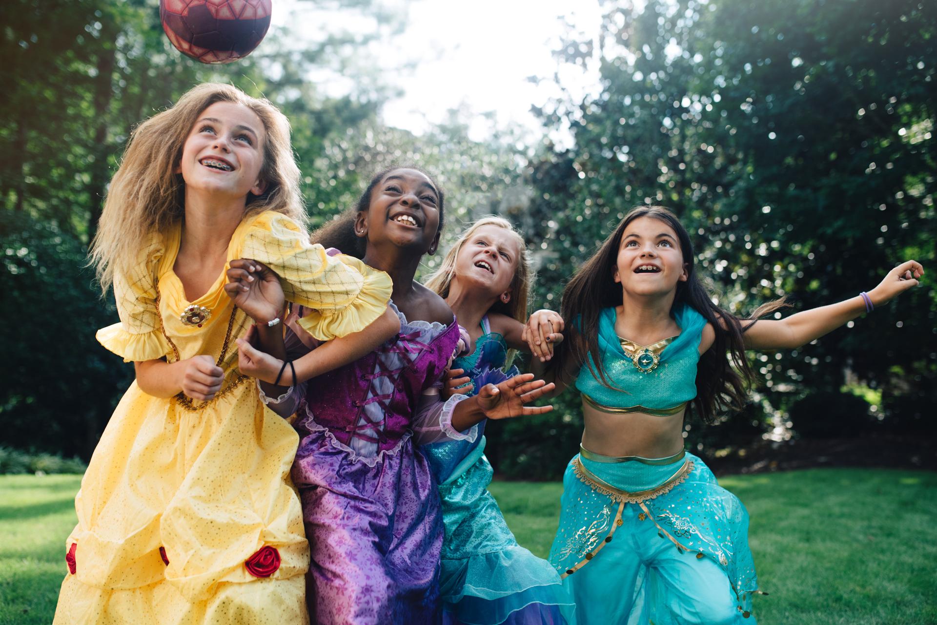 El material se compartió en las redes sociales de Disney con un motivo netamente solidario: ayudar a recaudar fondos para Girl Up, la campaña de la Fundación de Naciones Unidas que apoya el liderazgo y empoderamiento de niñas y adolescentes. Y ya se alcanzó en tiempo récord el objetivo de donación de USD 1 millón (Kate Parker)