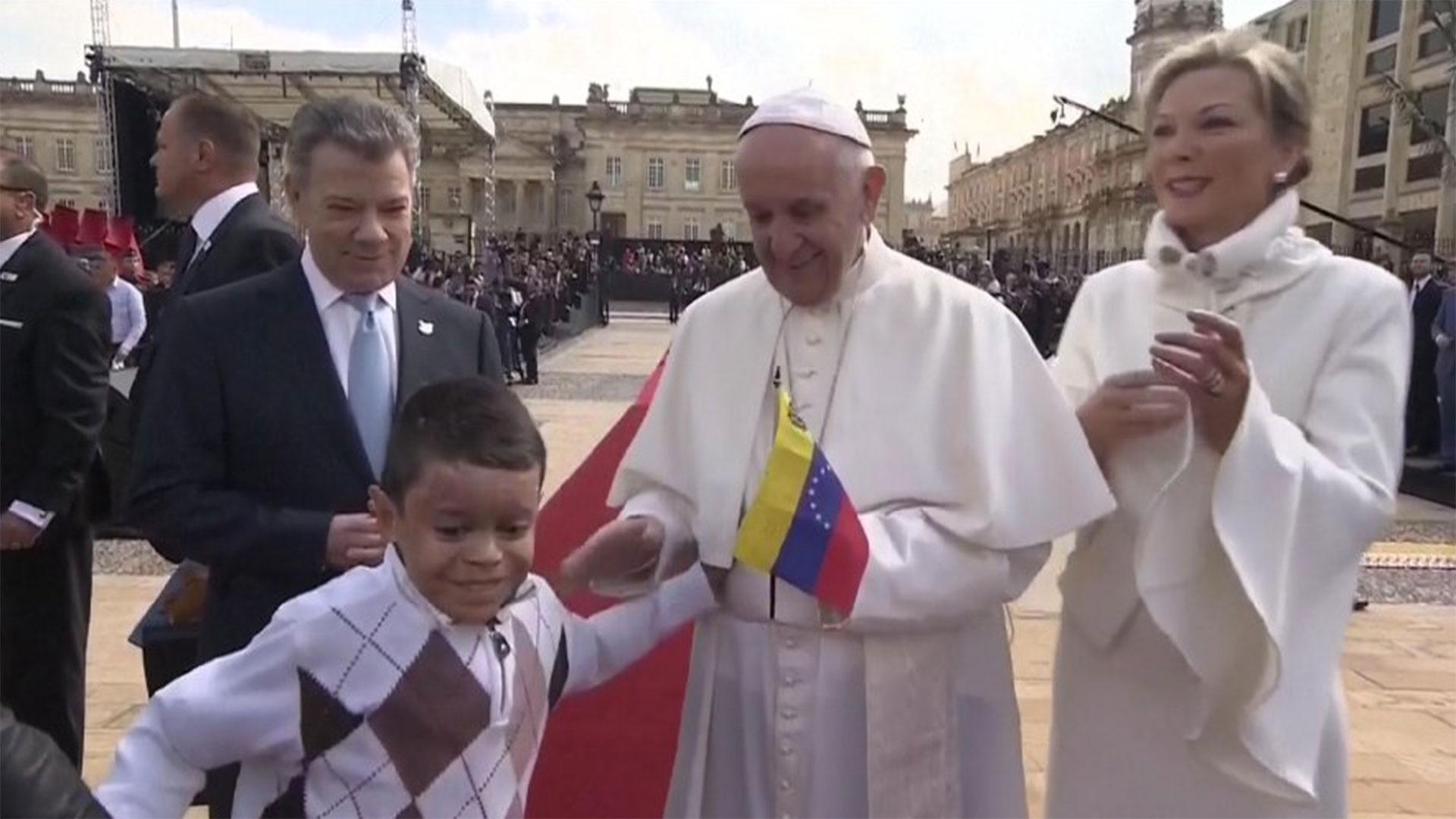 El papa Francisco, con la bandera de Venezuela
