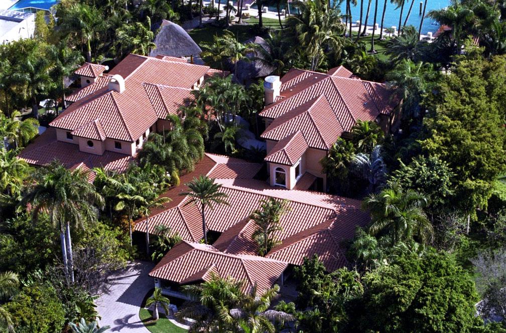 Una de las dos mansiones de Gloria y Emilio Estefan en Star Island