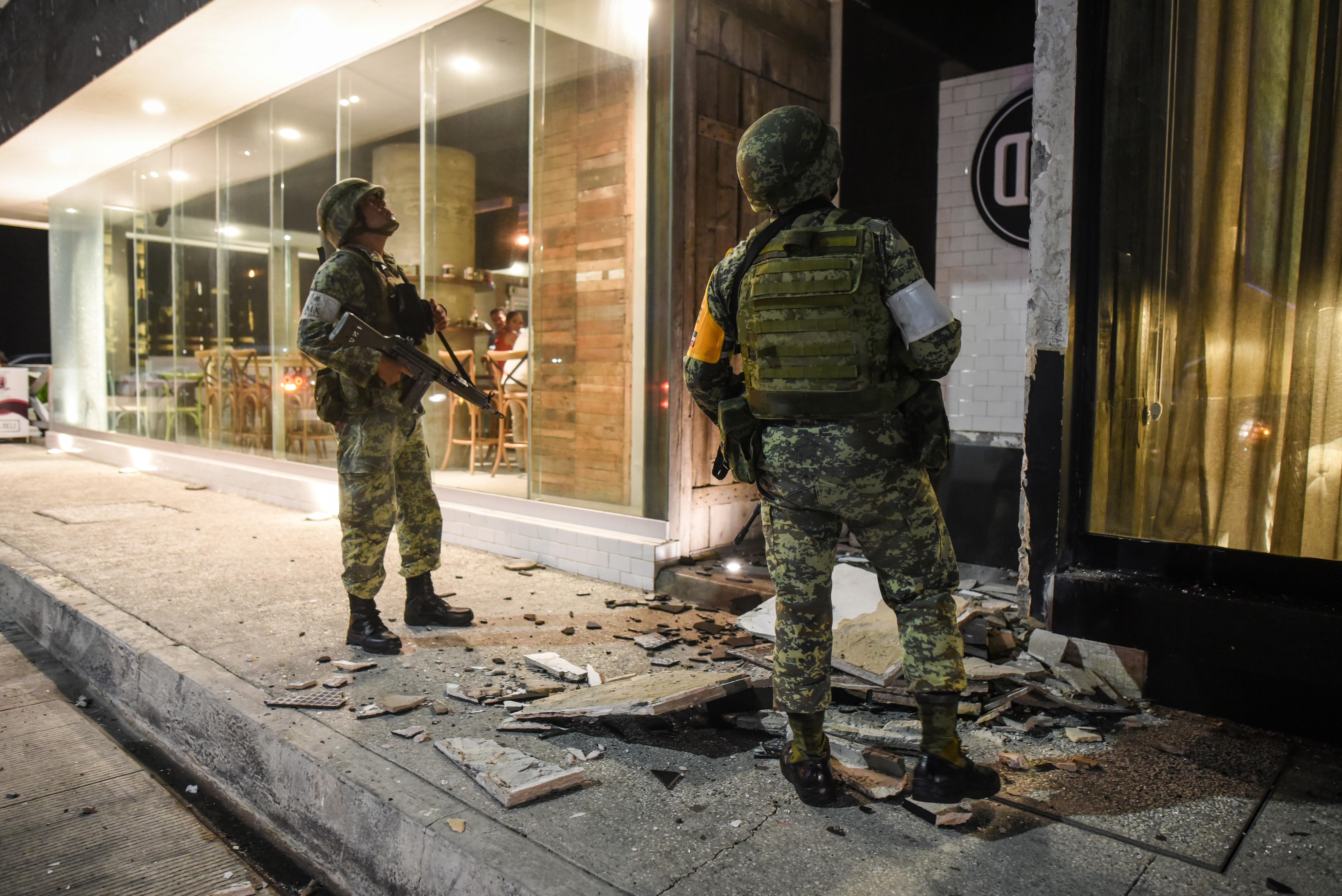 Miembros del ejército en Puerto Veracurz.(/ AFP PHOTO / Victoria Razo)