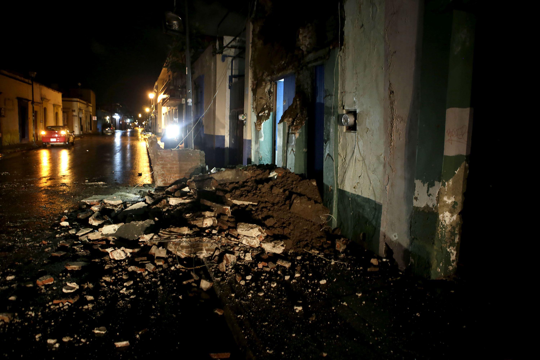 Vista general de daños hoy, viernes 8 de septiembre de 2017, en la ciudad de Oaxaca. EFE/Mario Arturo Martinez