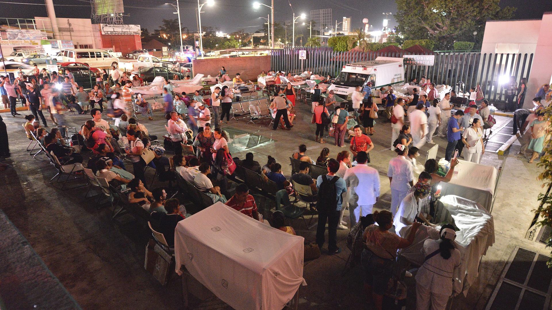 Al menos cinco personas murieron como consecuencia del terremoto, tres en el estado de Chiapas y dos en Tabasco, informaron hoy fuentes oficiales.(EFE)