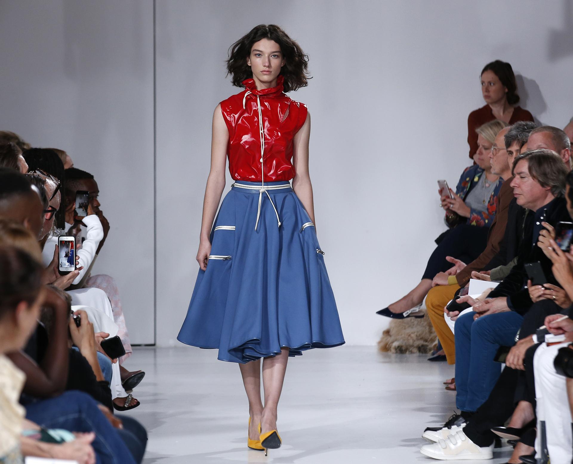 La boutique presentó una versión millennial de su estilo (AP)