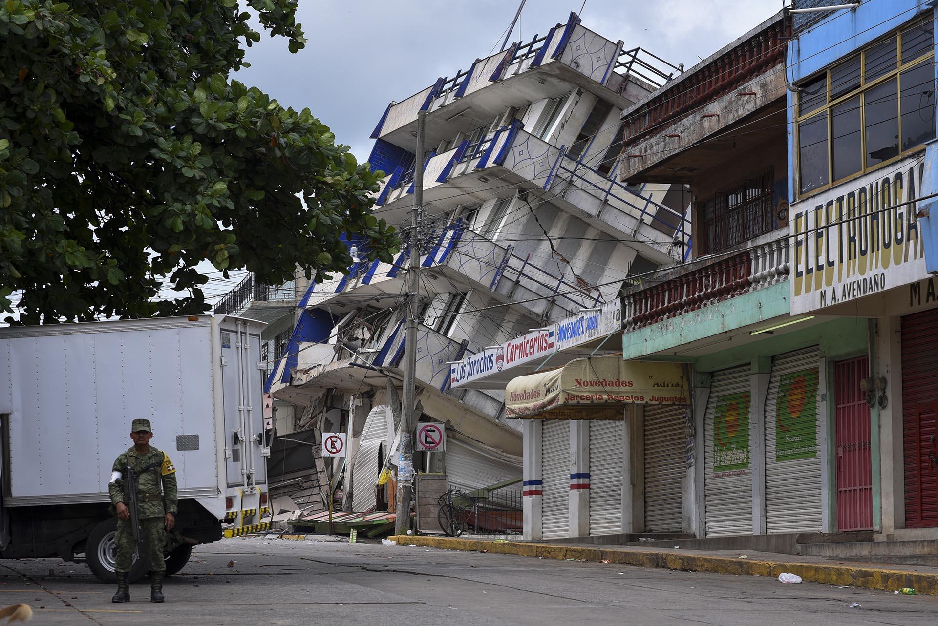 El terremoto del 7 de septiembre de 2017 dejó 98 muertos, cientos de heridos y una placa tectónica fracturada. (AFP/Victoria Razo)