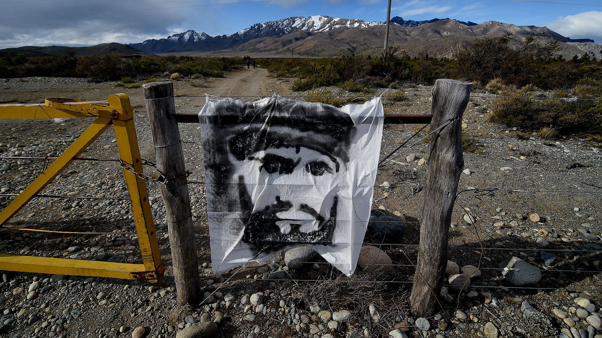 La tranquera que impide la entrada al Lof Resistencia Cushamen (Nicolás Stulberg)