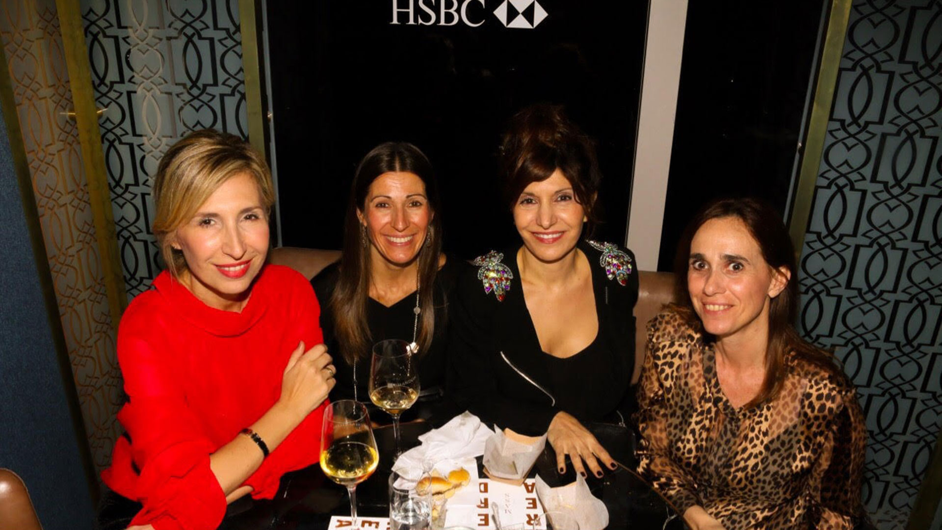 Flavia Fernández y Loreto Alcoba junto a Marcela Peduto, Manager Segmento Premier de HSBC, y Julia Lois, Marketing Head Retail Banking & Management de HSBC