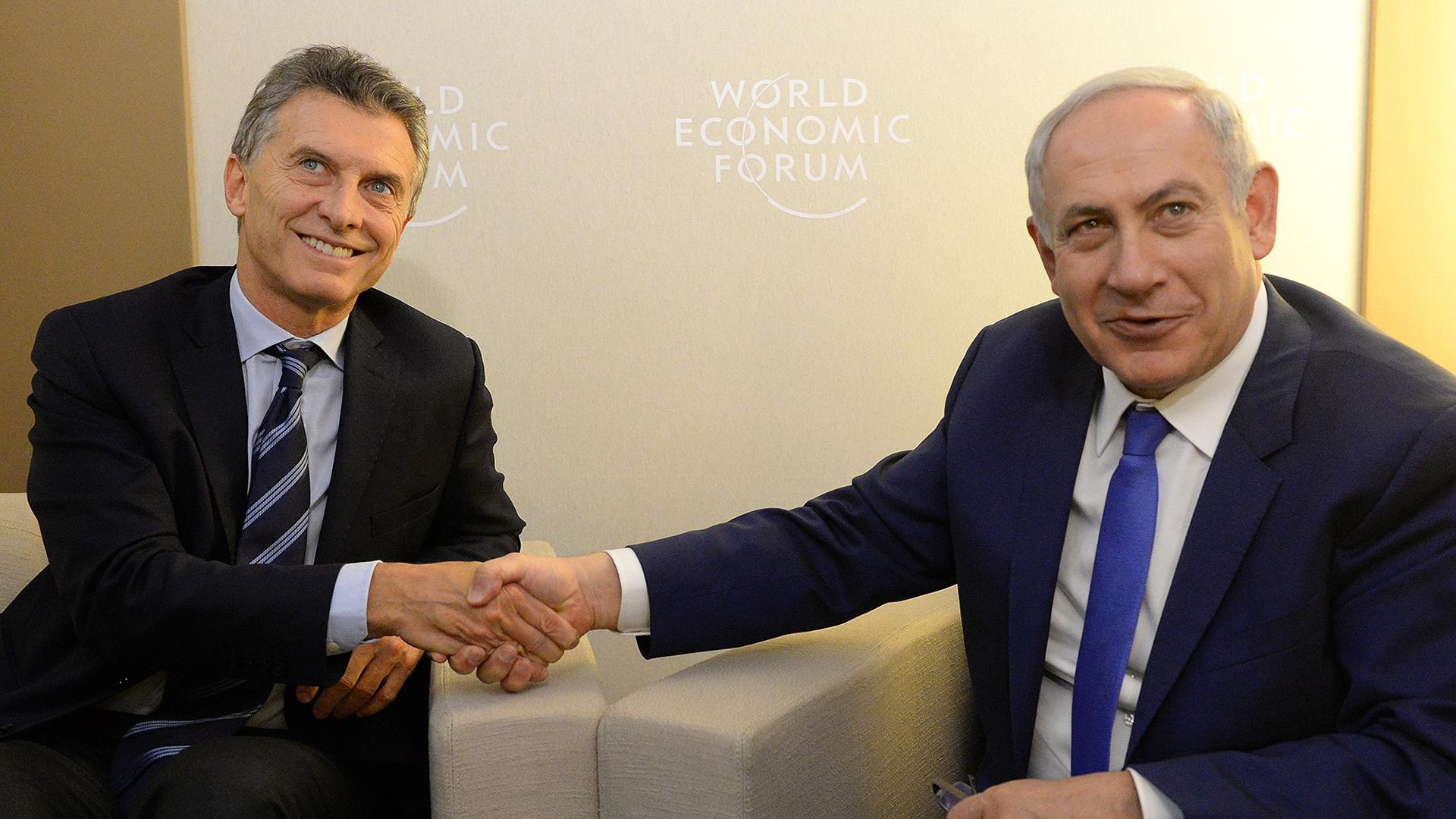 Mauricio Macri junto a Benjamín Netanyahu durante una reunión en la cumbre de Davos en 2016